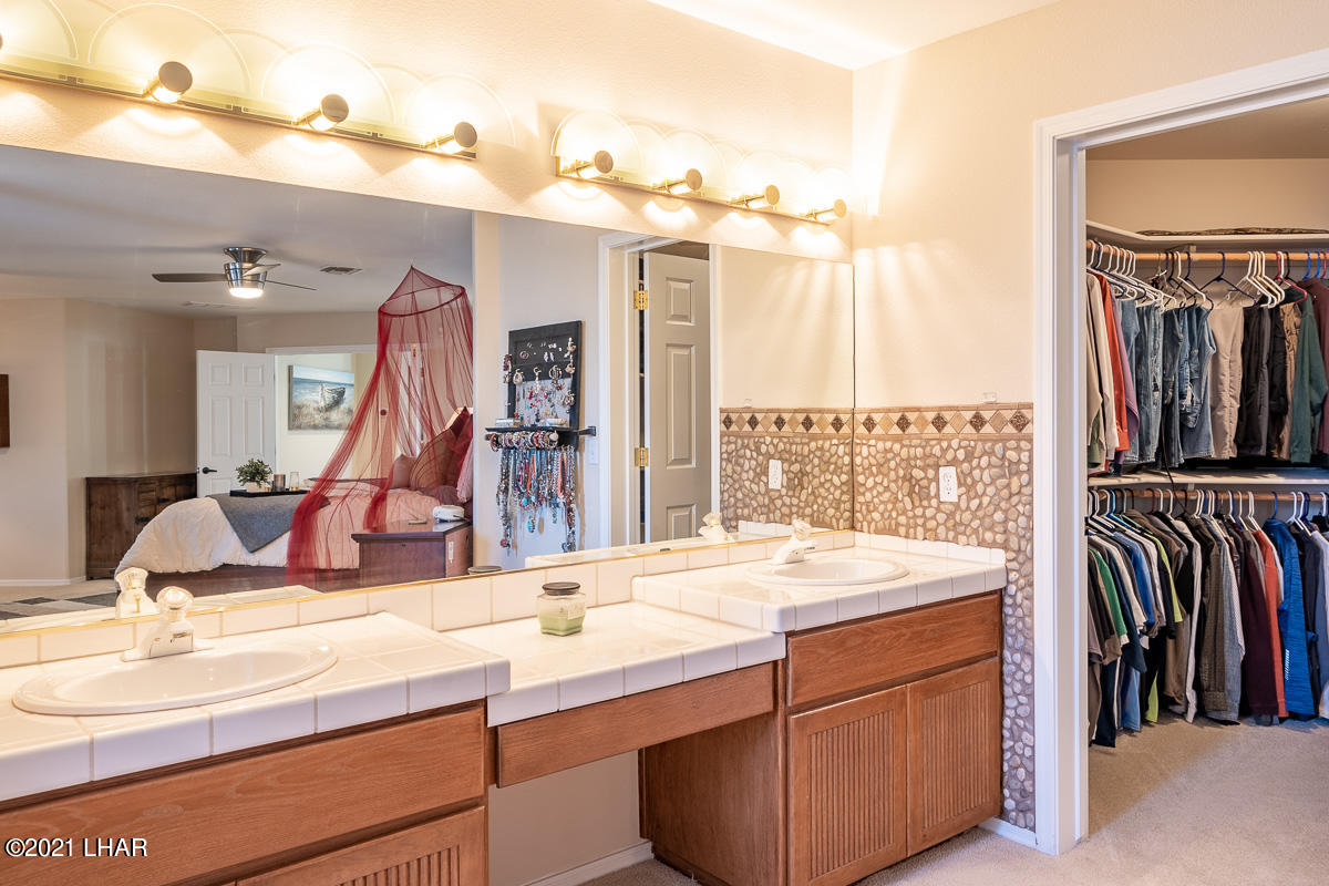 Listing photo id 31 for 2810 Castaway
