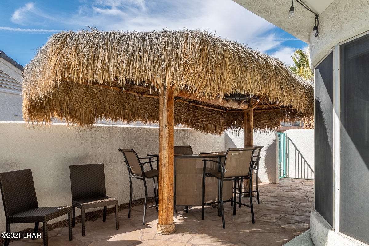 Listing photo id 12 for 2810 Castaway