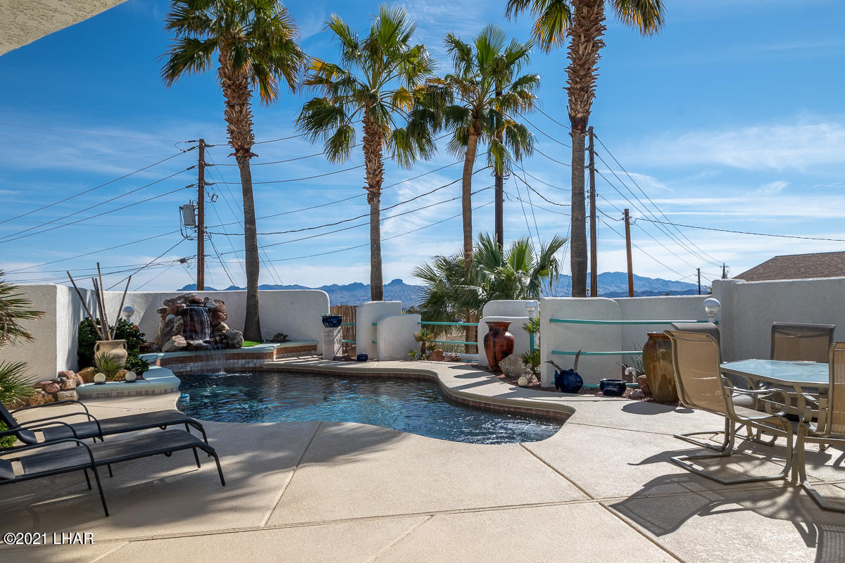 Listing photo id 13 for 2810 Castaway