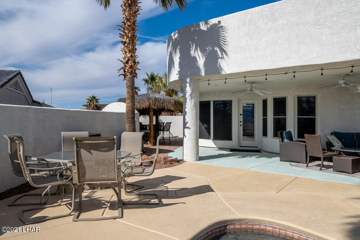 Listing photo id 15 for 2810 Castaway