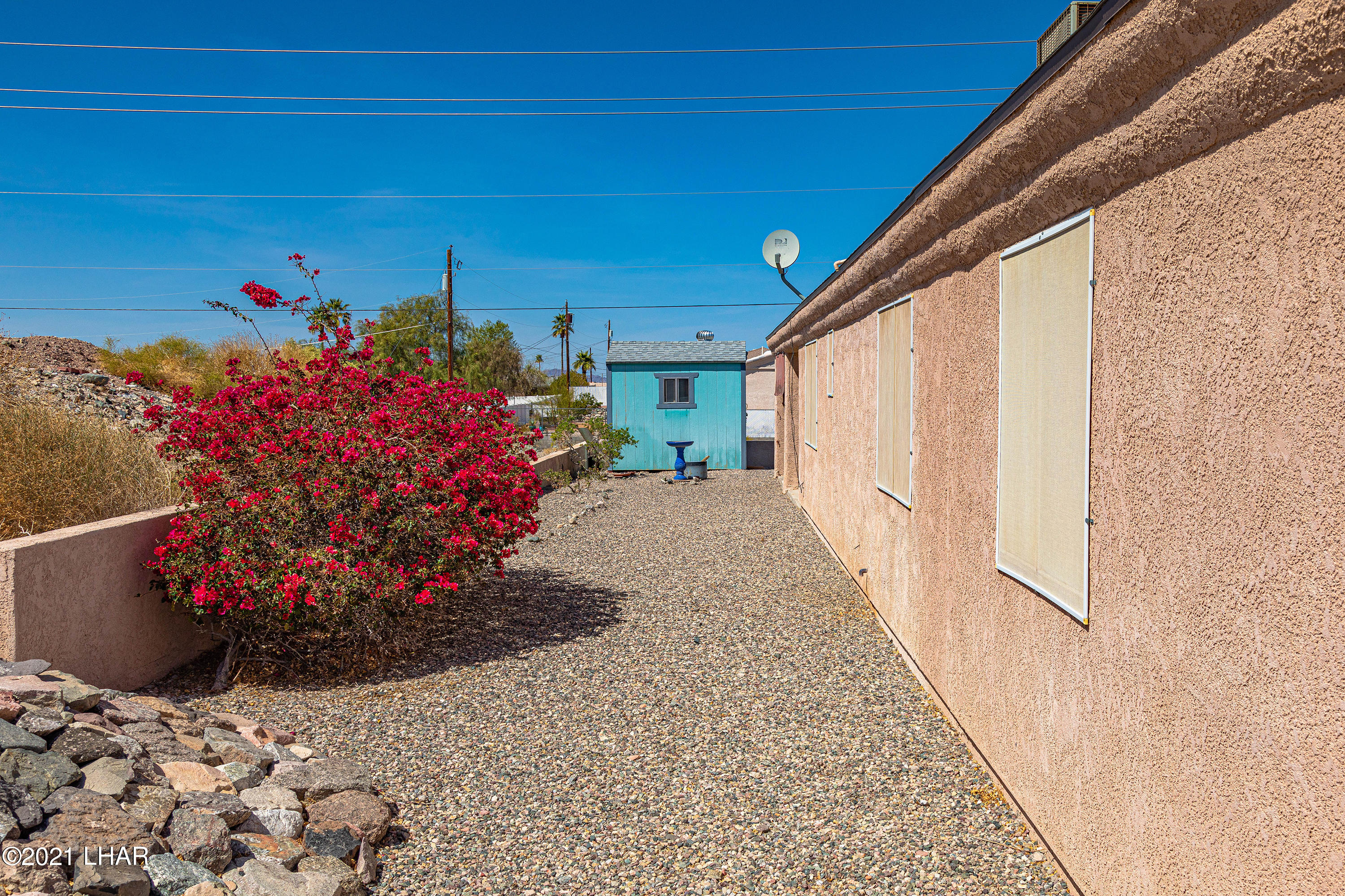 Listing photo id 8 for 1475 Avalon