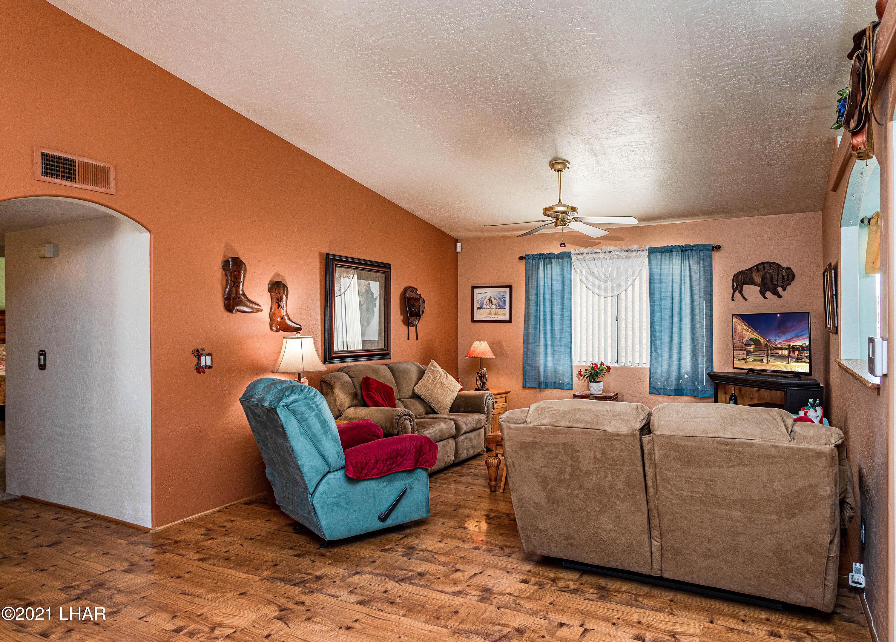 Listing photo id 13 for 1475 Avalon