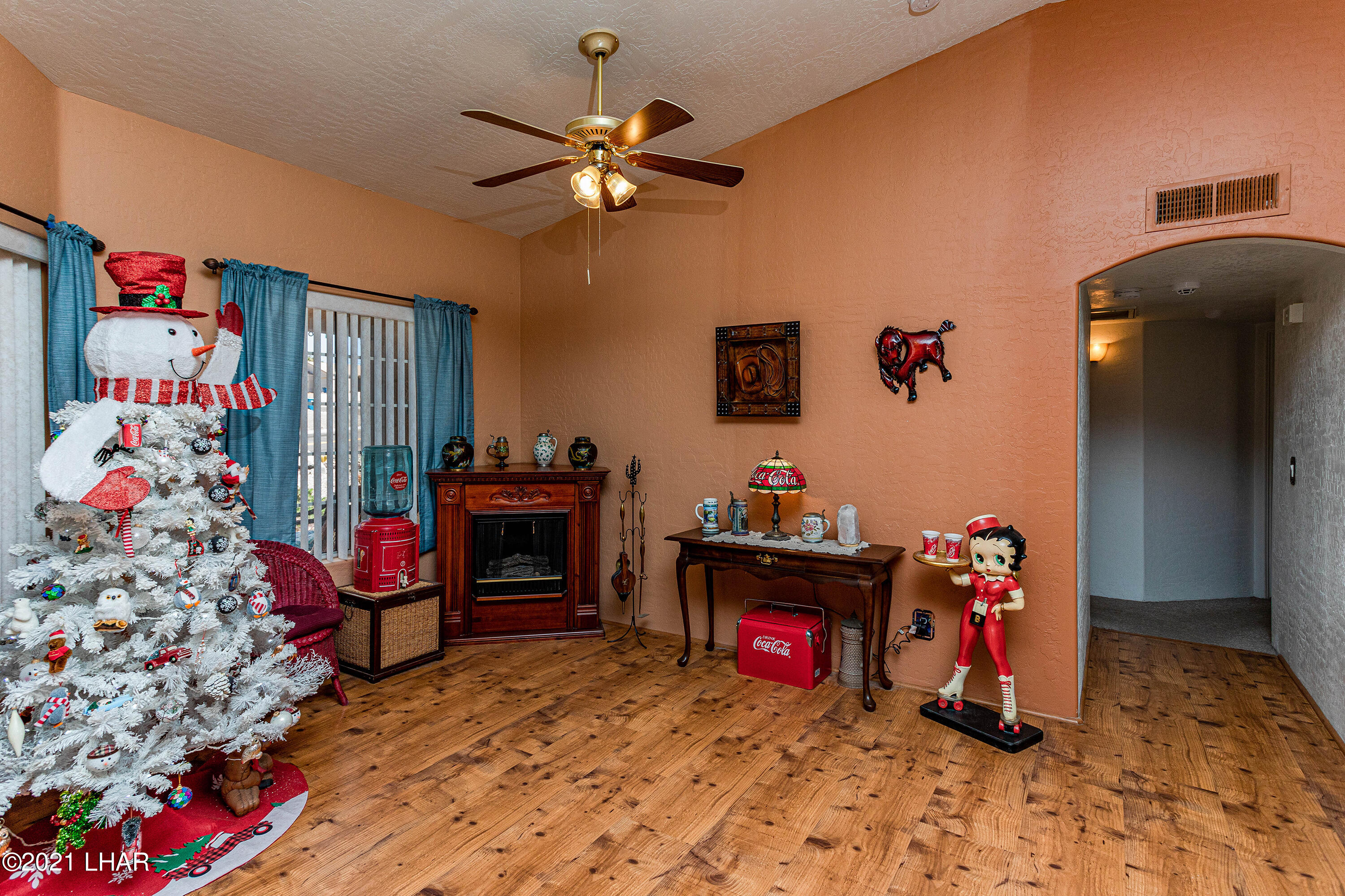 Listing photo id 12 for 1475 Avalon