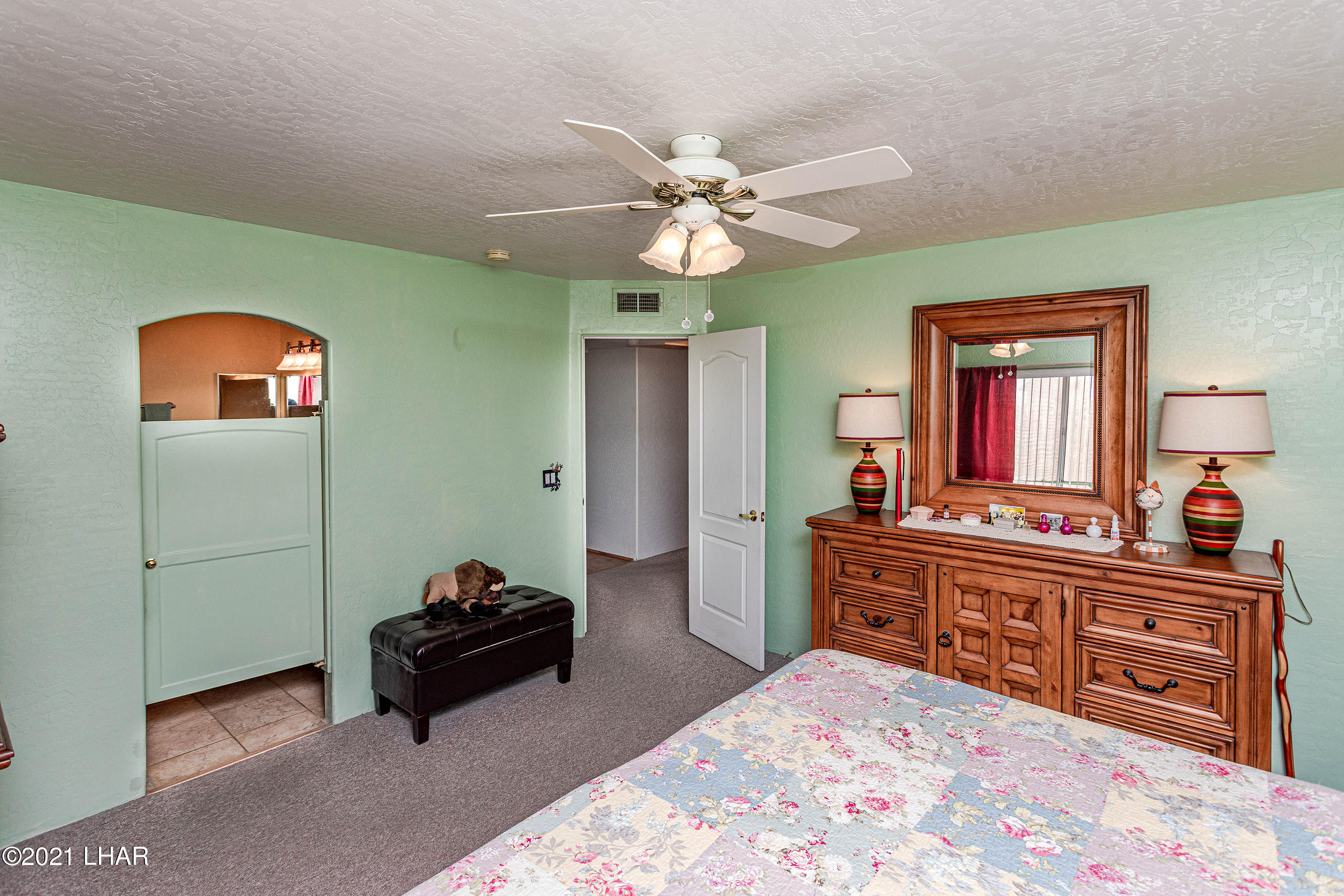 Listing photo id 21 for 1475 Avalon