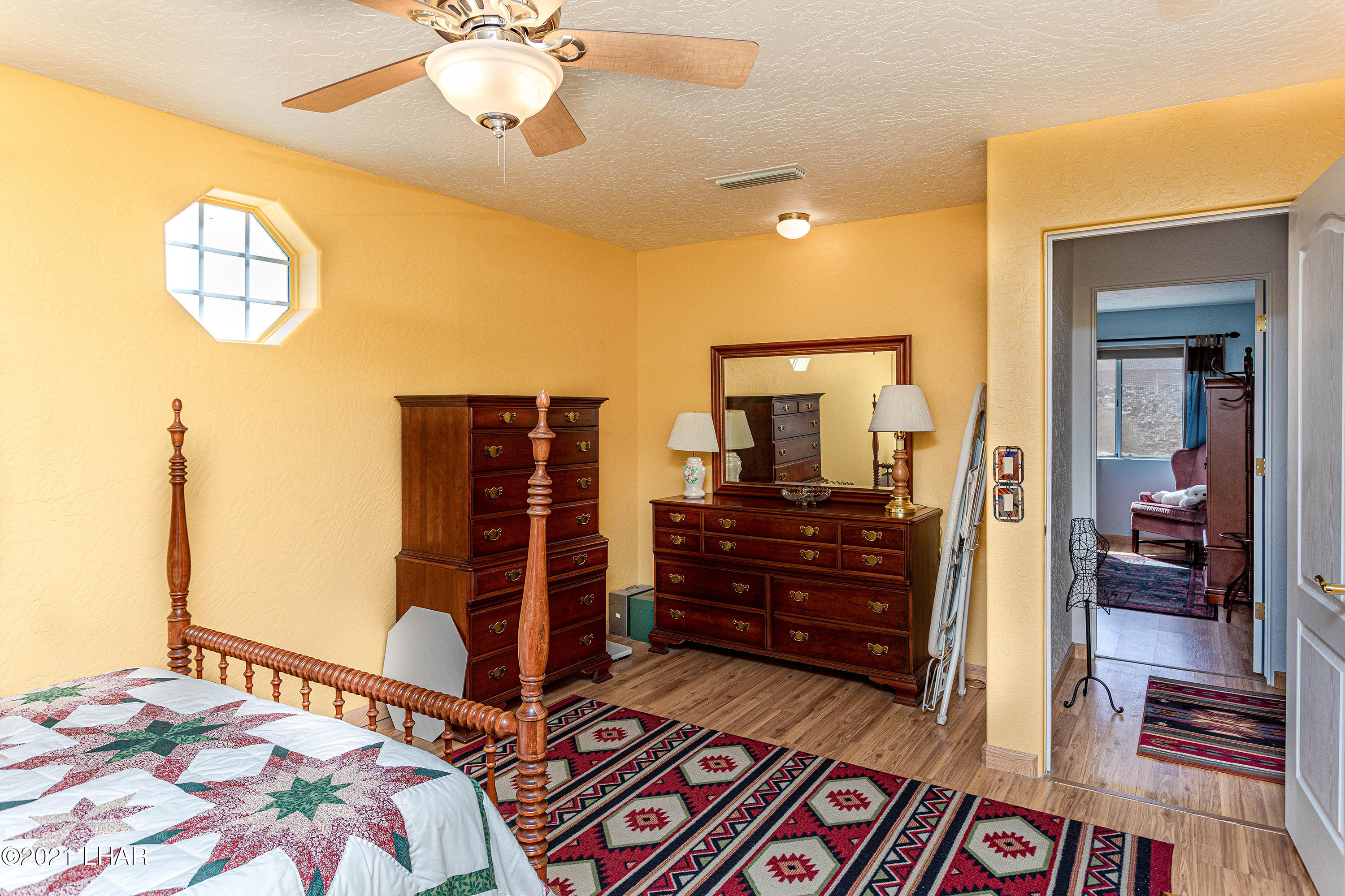Listing photo id 31 for 1475 Avalon