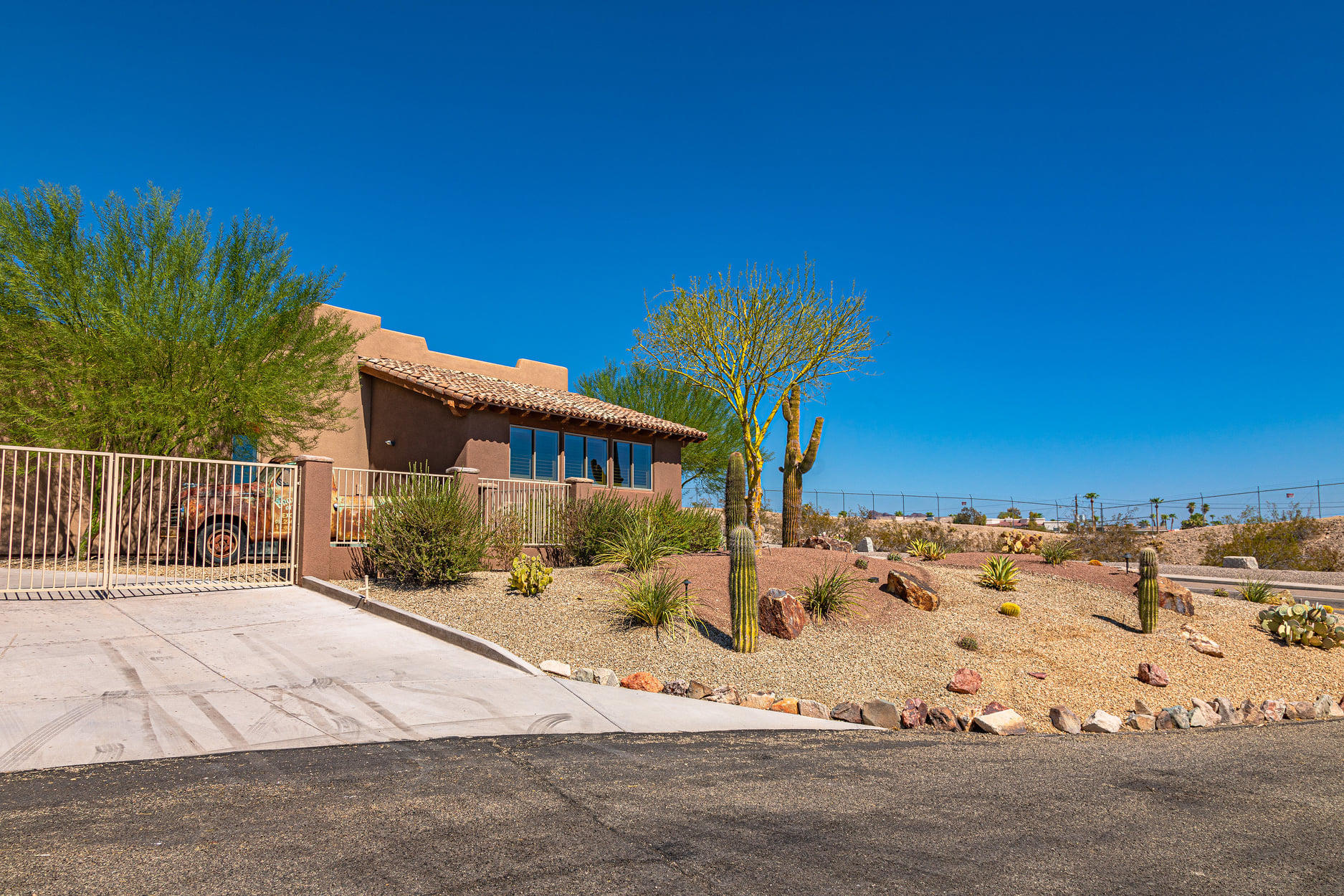 Listing photo id 24 for 351 Mulberry