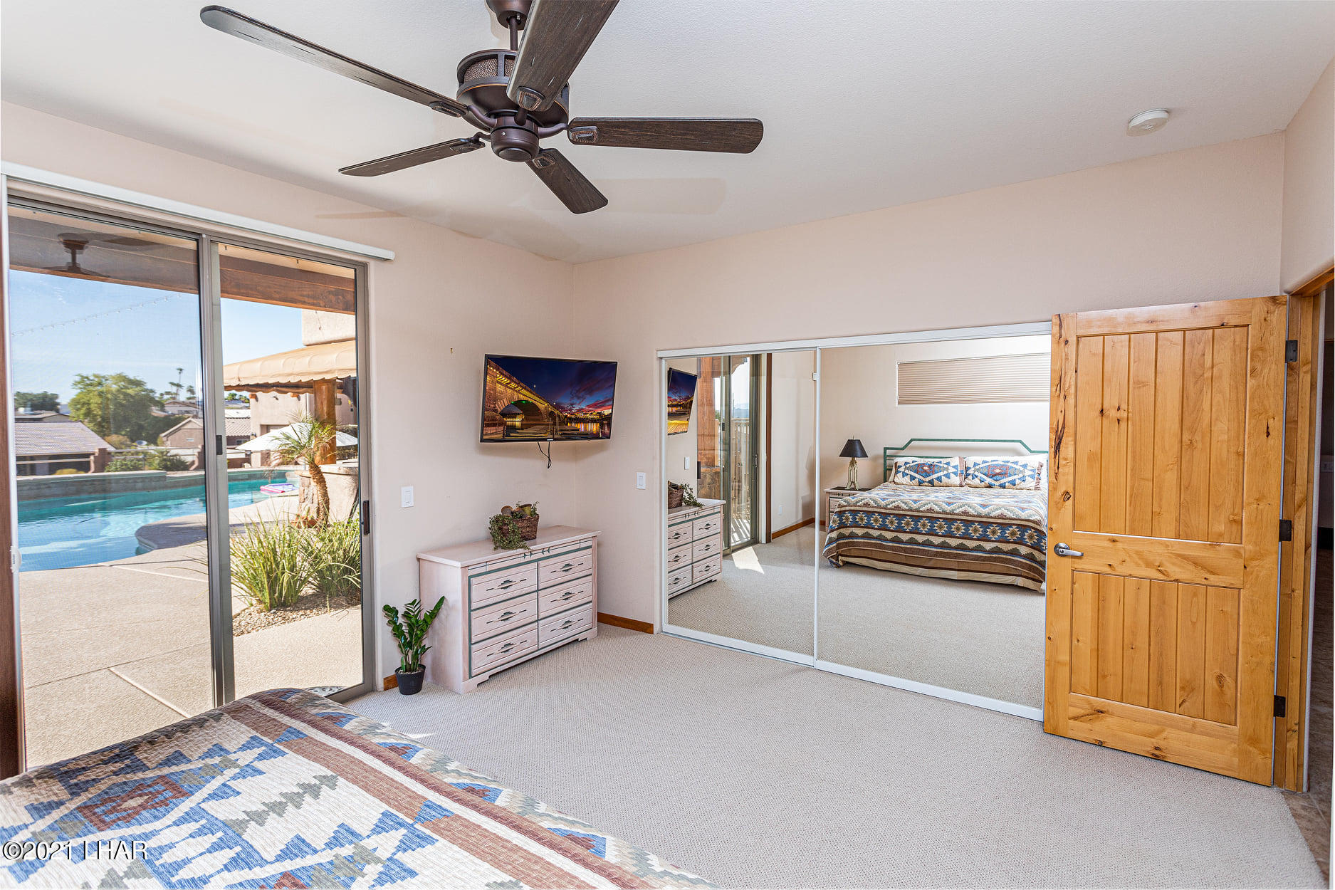 Listing photo id 8 for 351 Mulberry