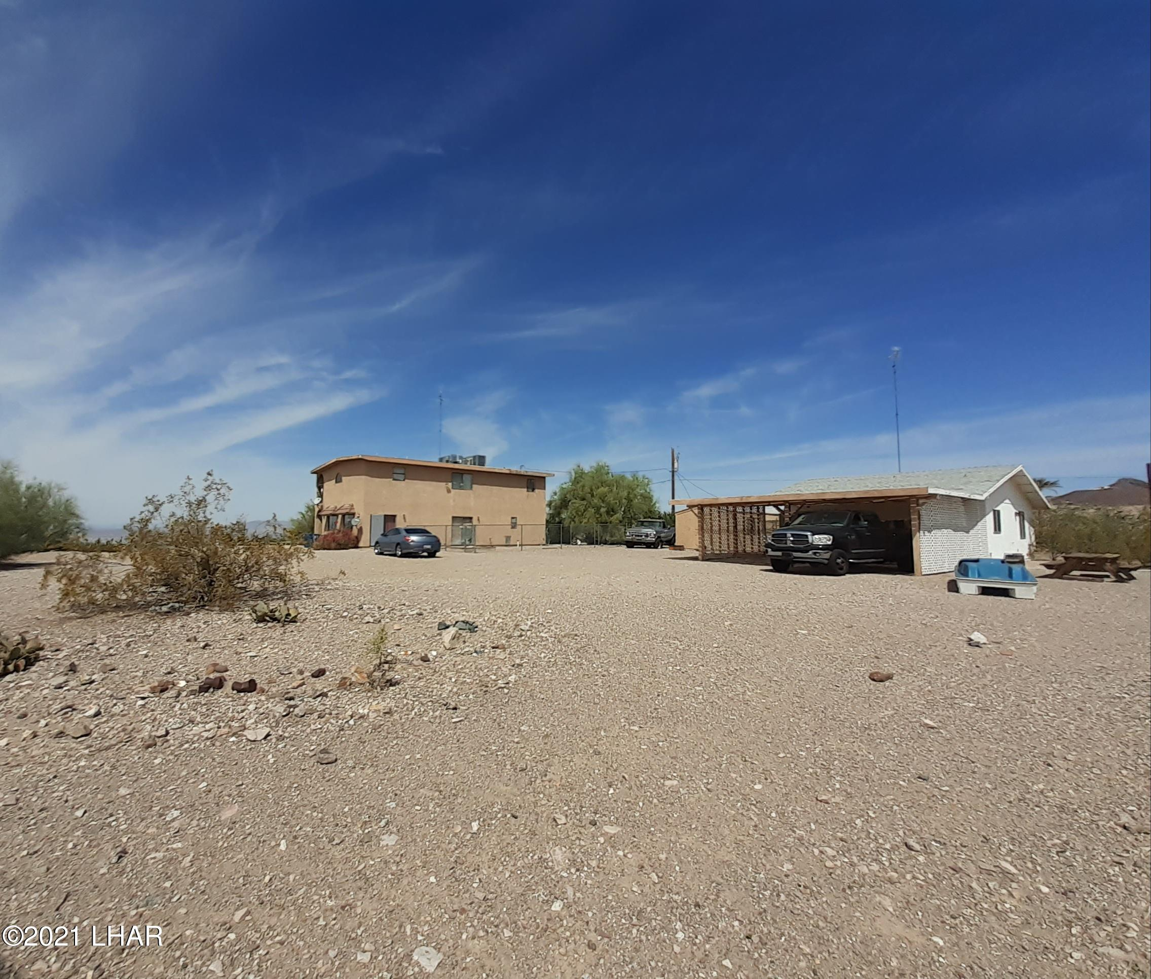 Listing photo id 84 for 920 Lakeside