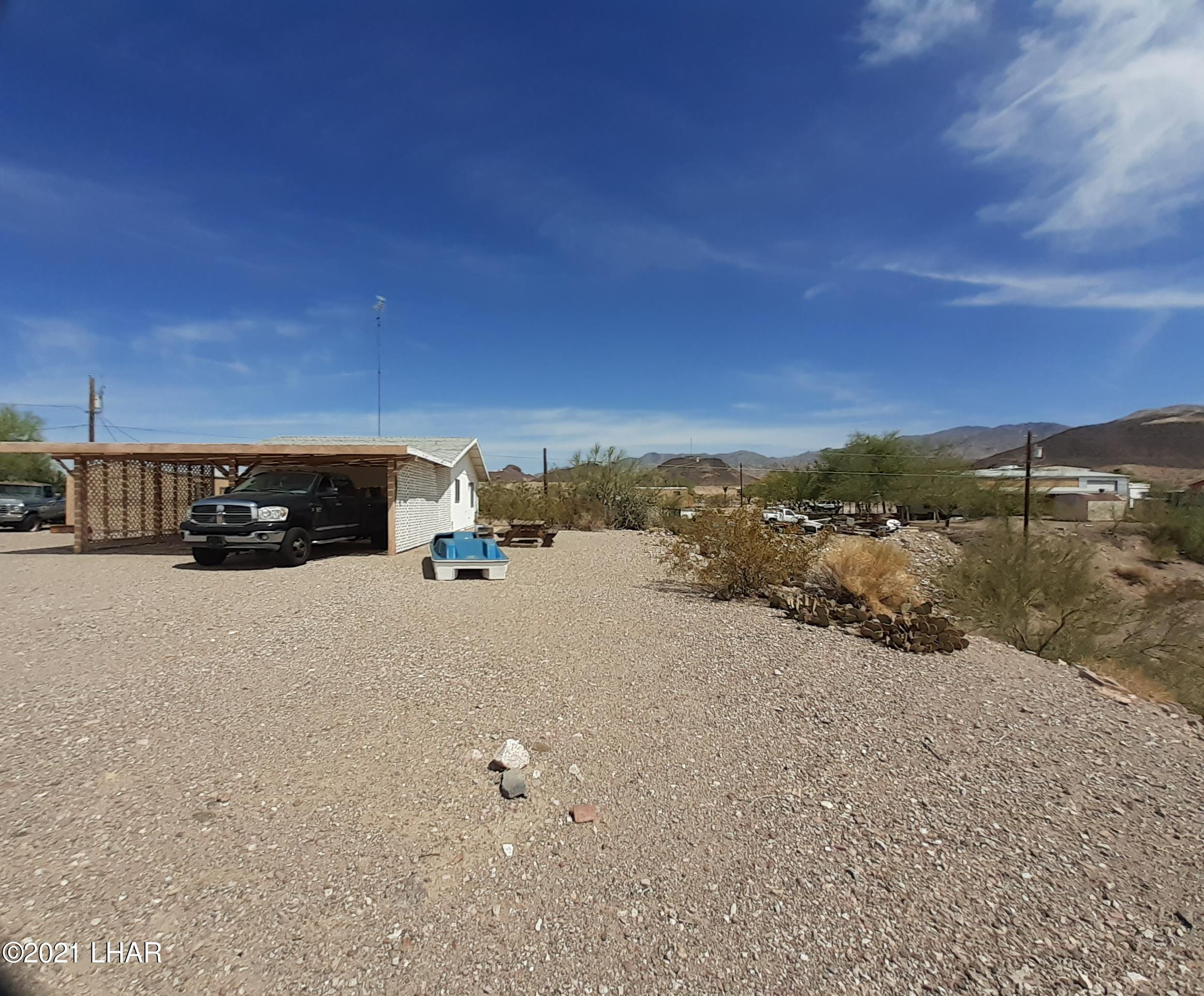 Listing photo id 85 for 920 Lakeside