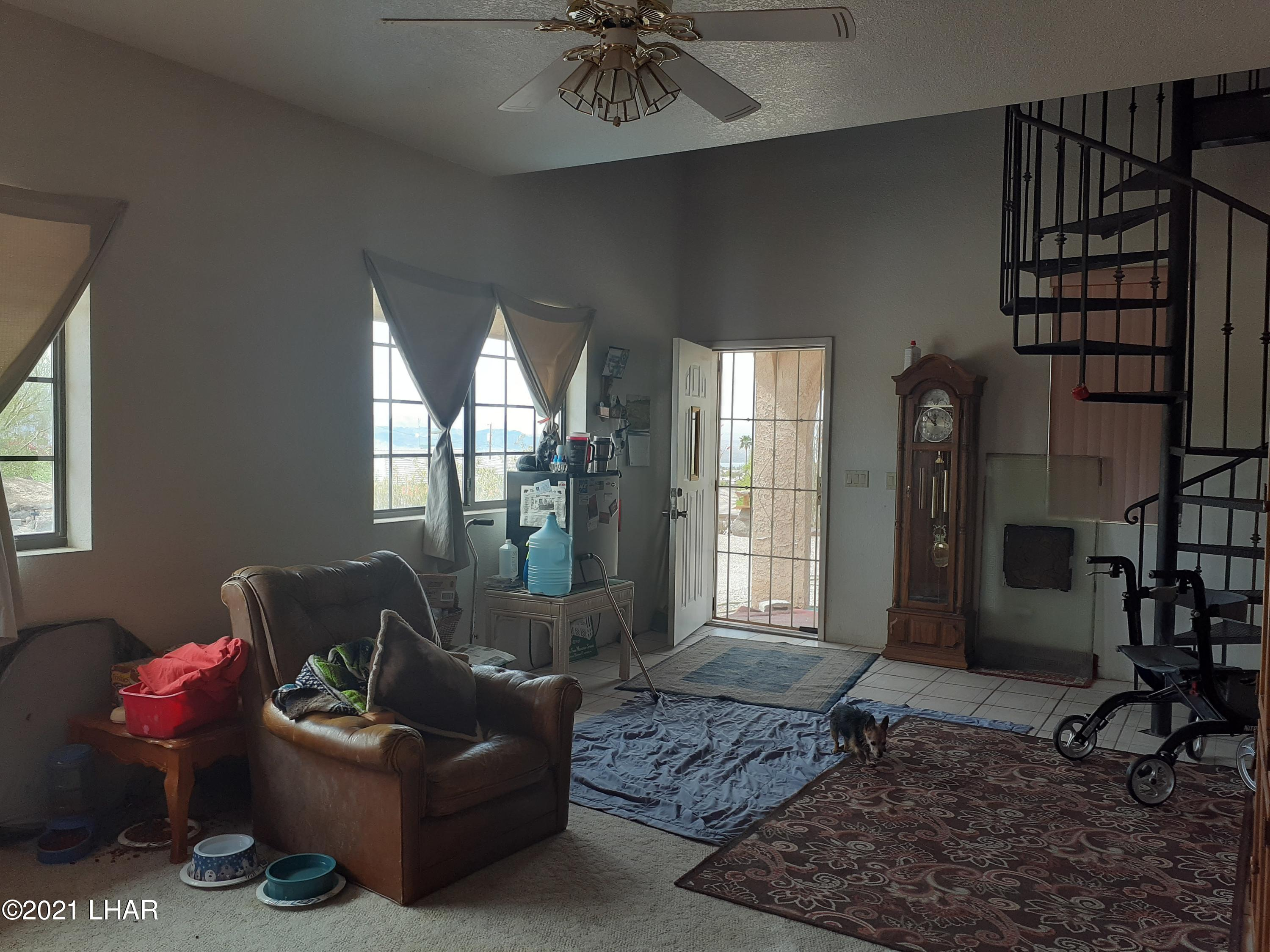 Listing photo id 14 for 920 Lakeside