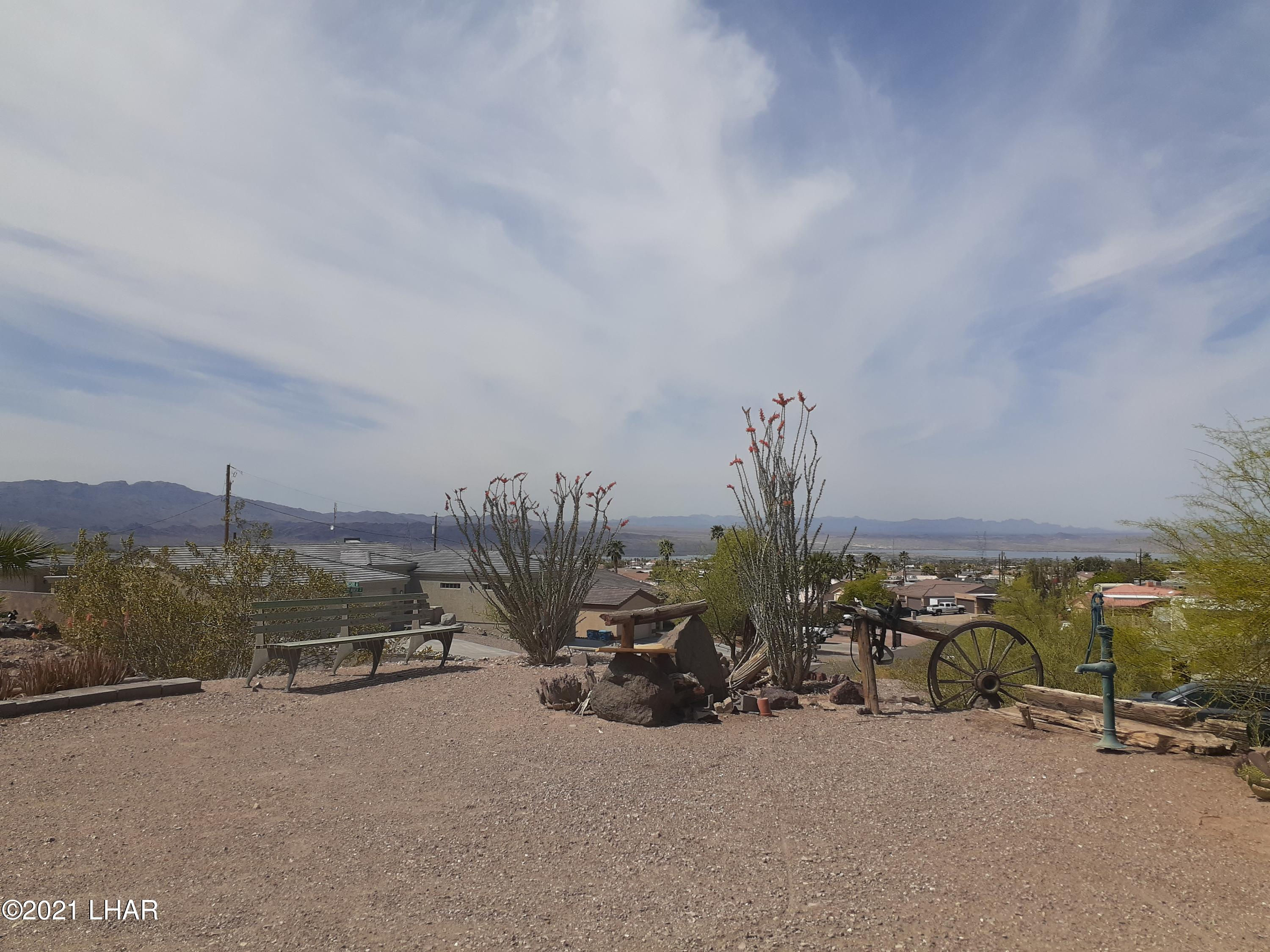 Listing photo id 86 for 920 Lakeside