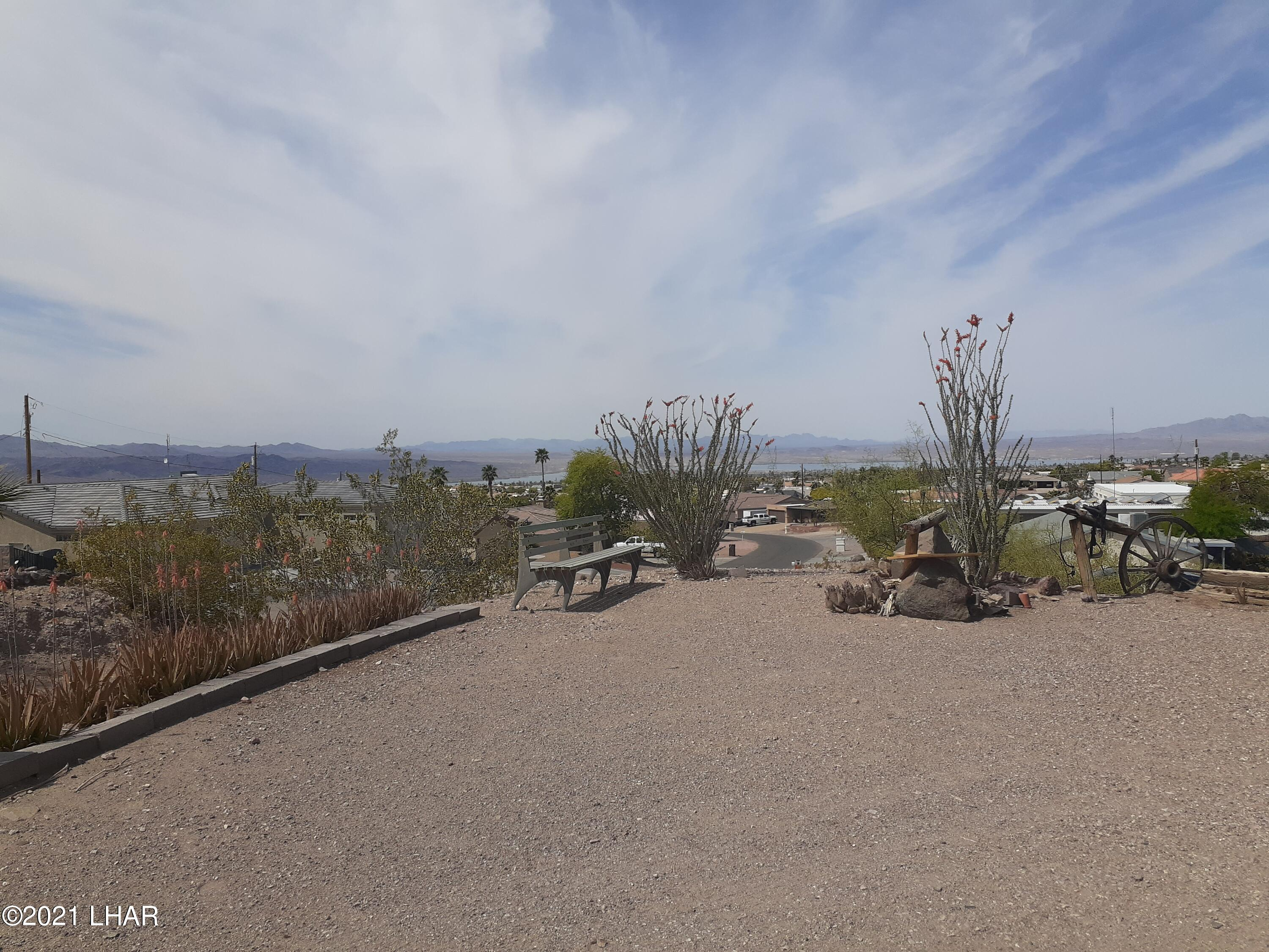 Listing photo id 87 for 920 Lakeside