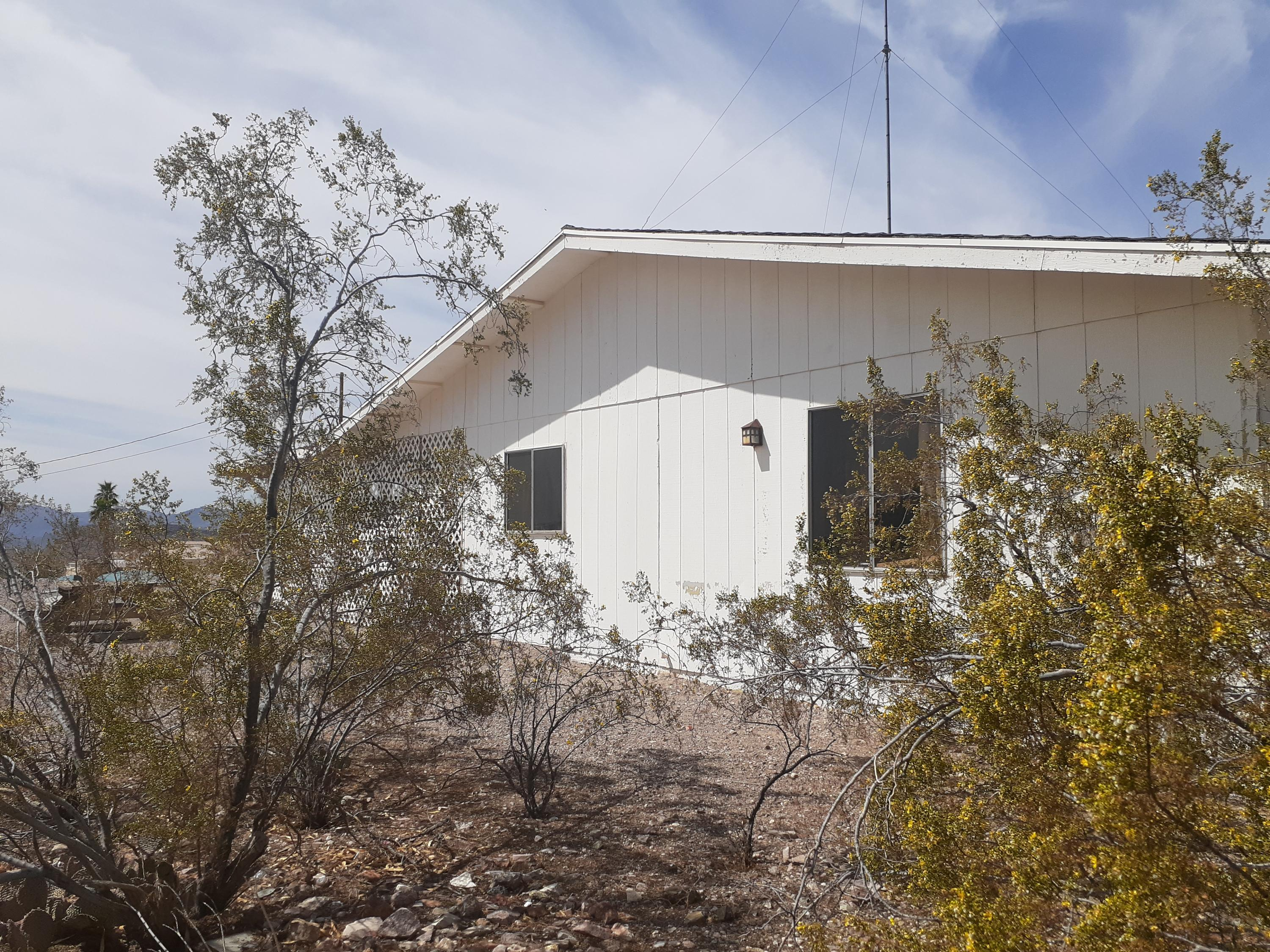 Listing photo id 79 for 920 Lakeside