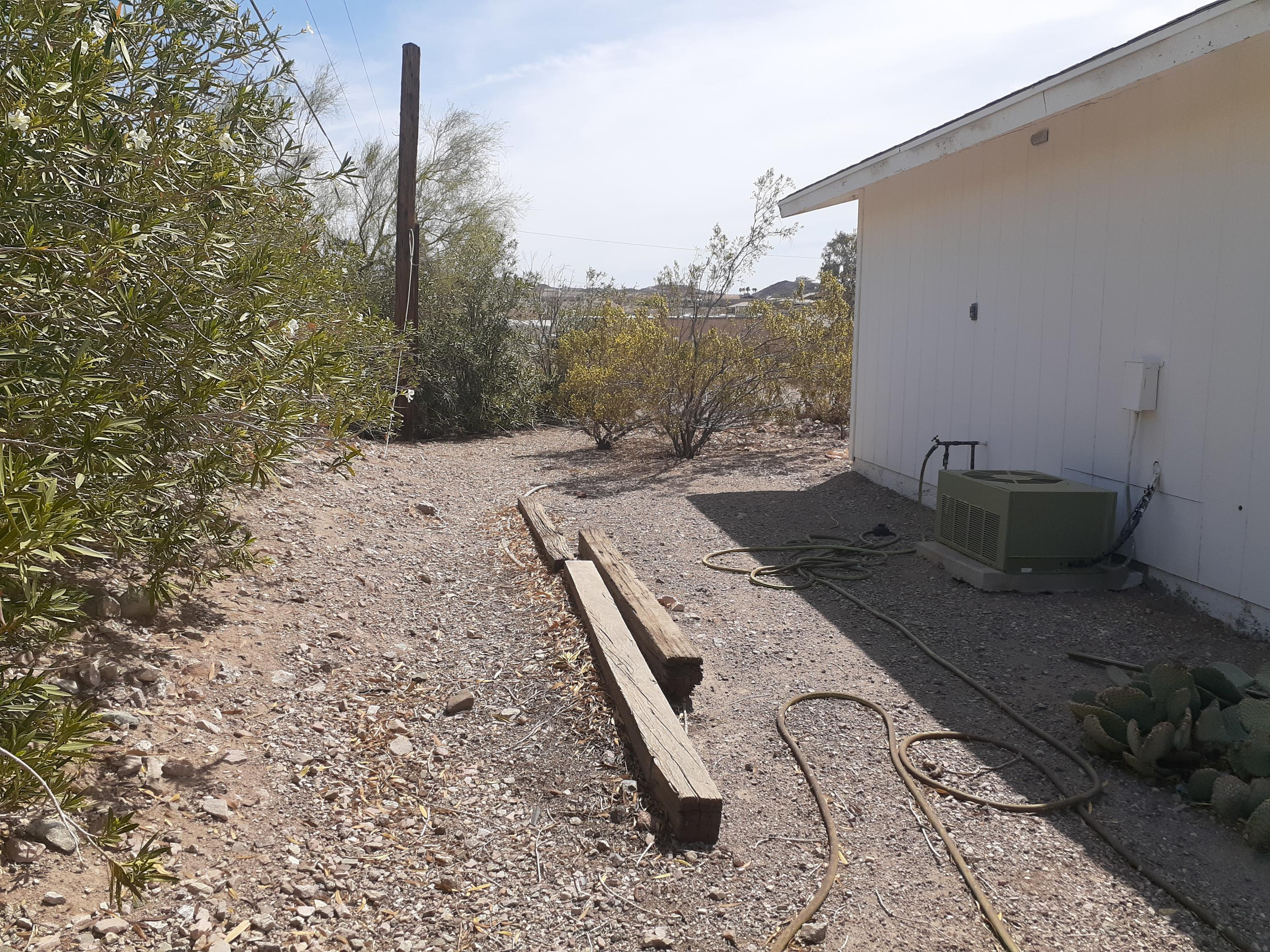 Listing photo id 82 for 920 Lakeside