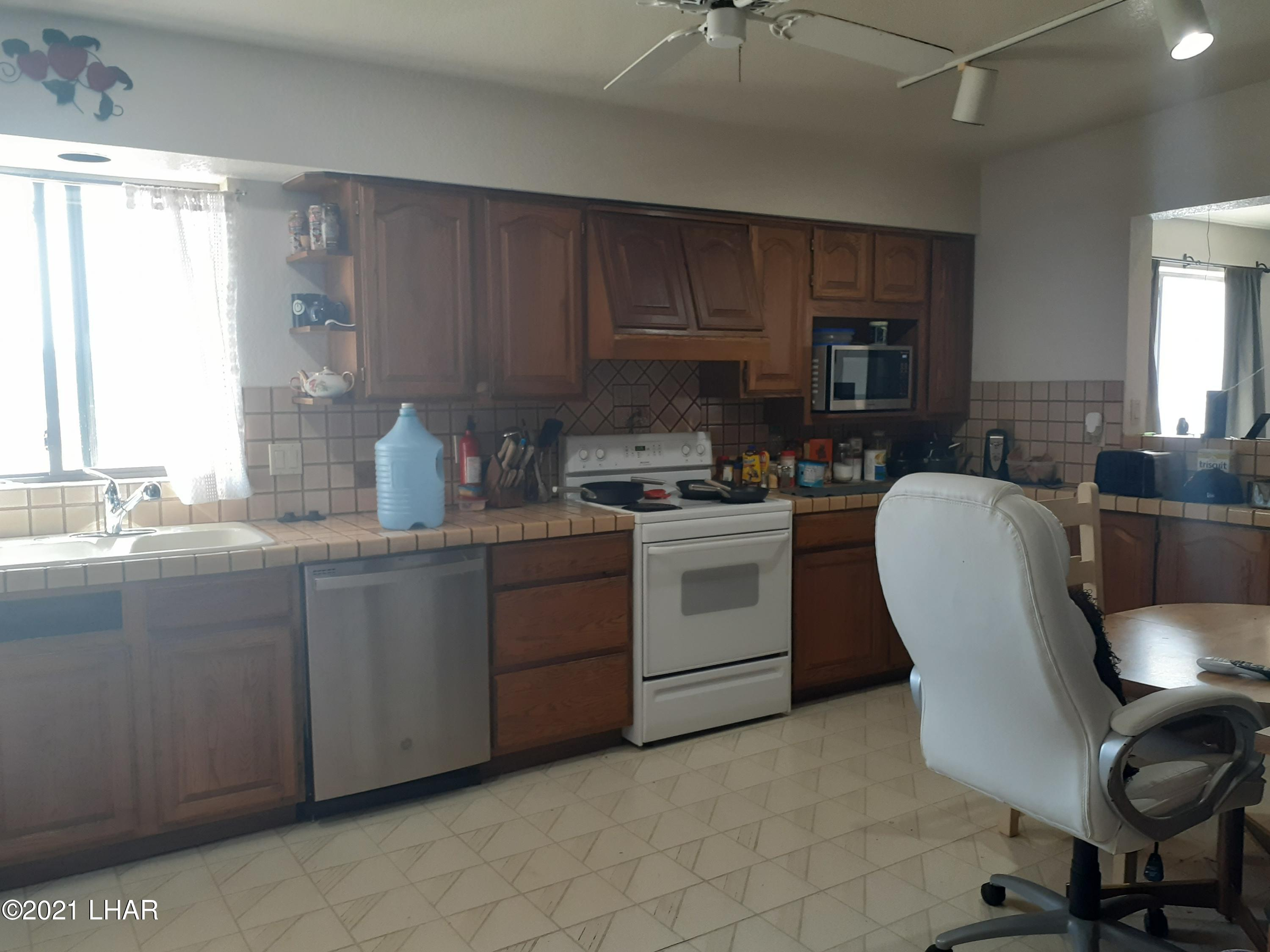 Listing photo id 32 for 920 Lakeside