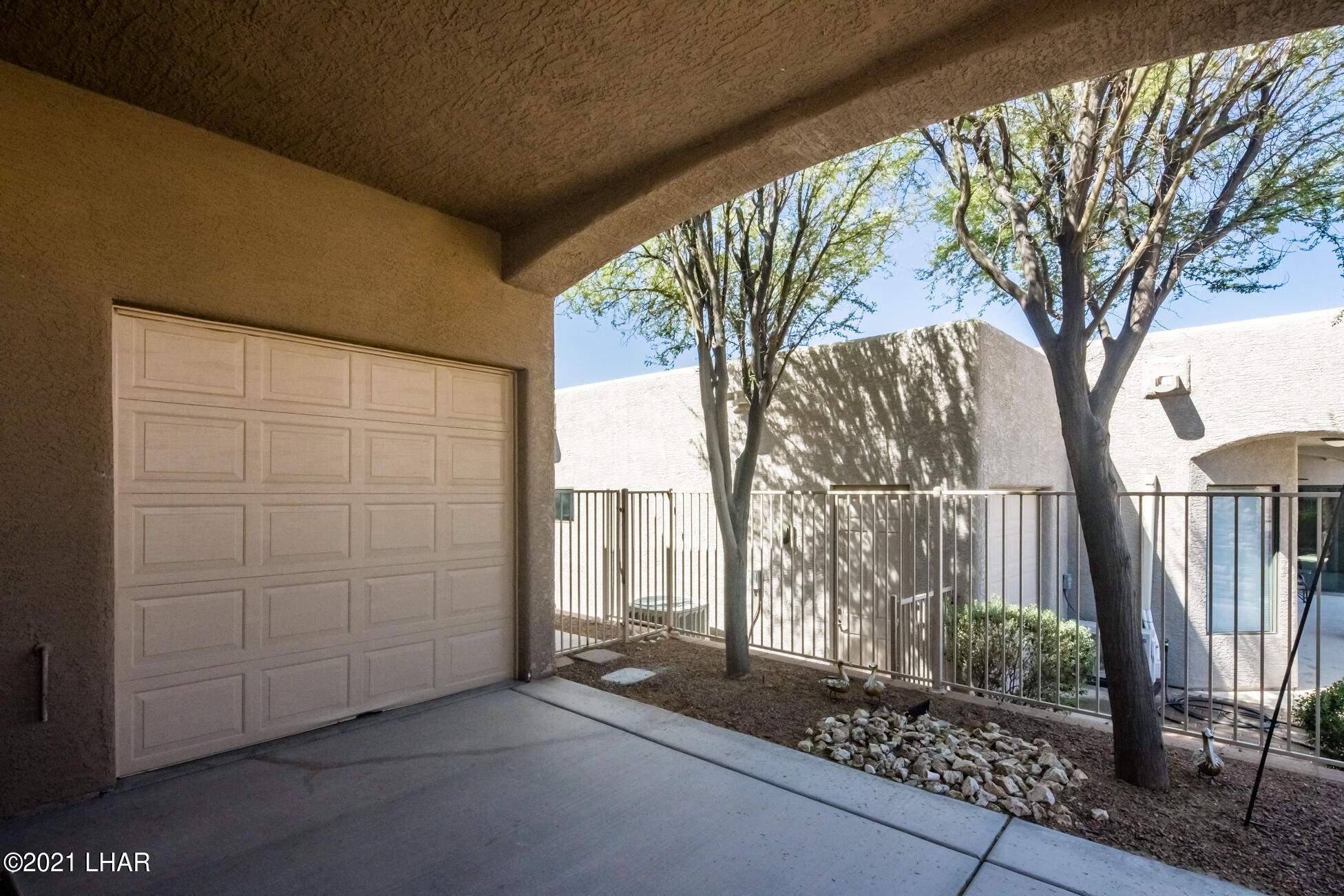 Listing photo id 36 for 1845 Troon