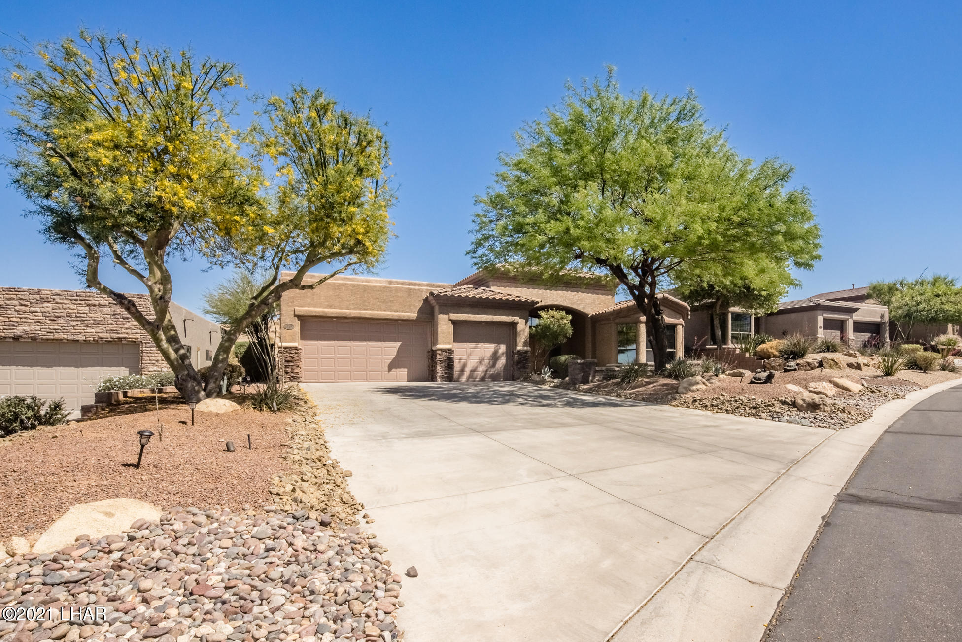Listing photo id 3 for 1845 Troon