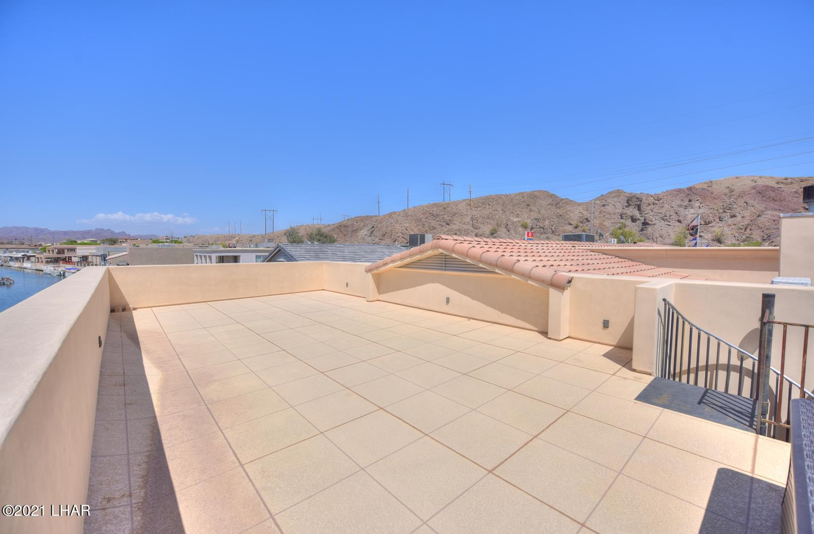 Listing photo id 41 for 8930 Riverside
