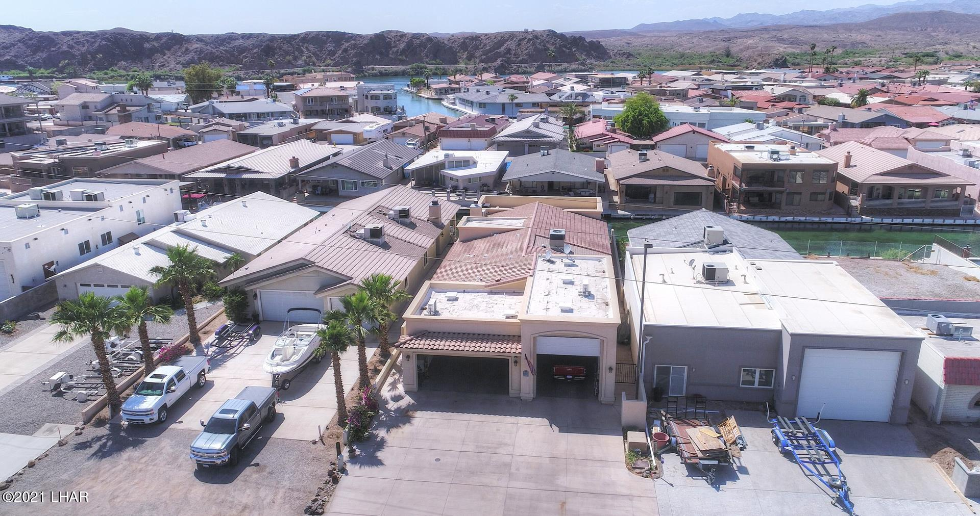 Listing photo id 3 for 8930 Riverside