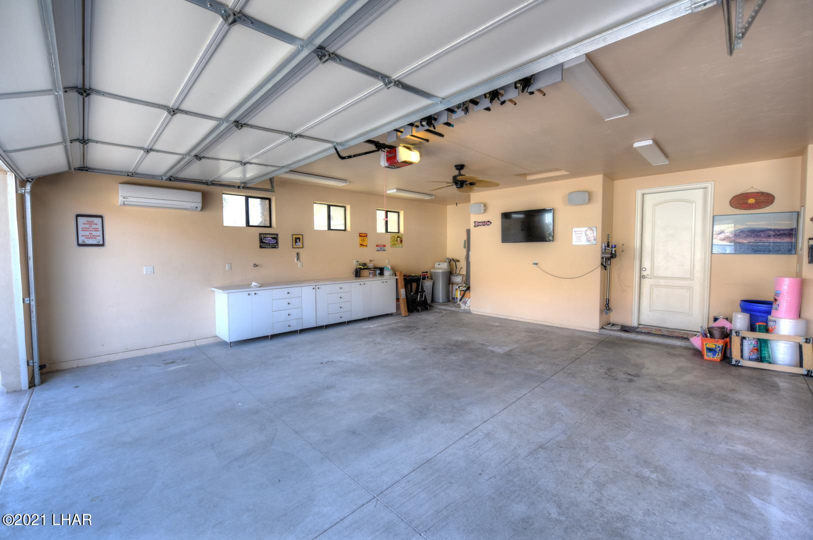 Listing photo id 36 for 8930 Riverside