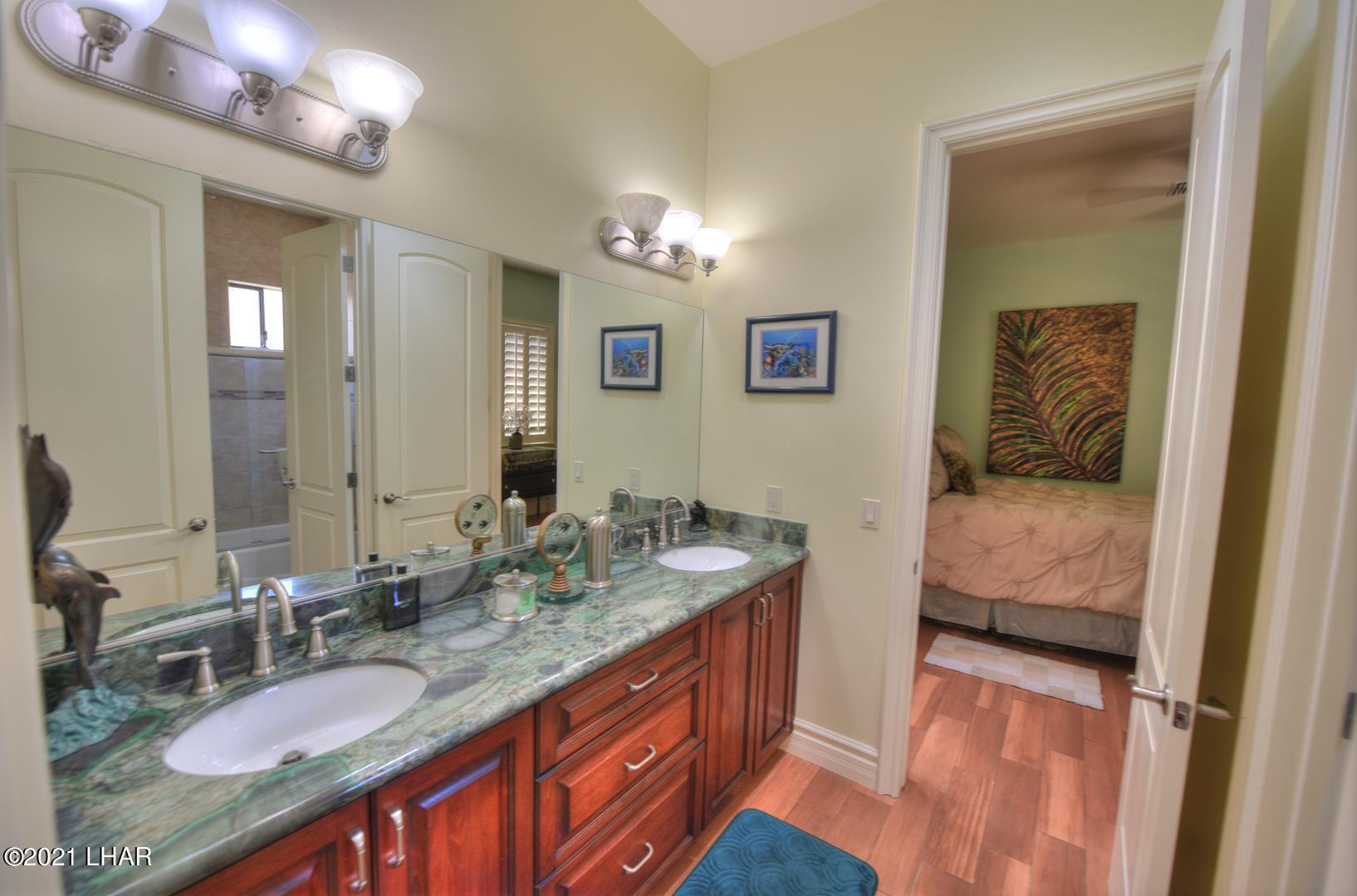 Listing photo id 22 for 8930 Riverside