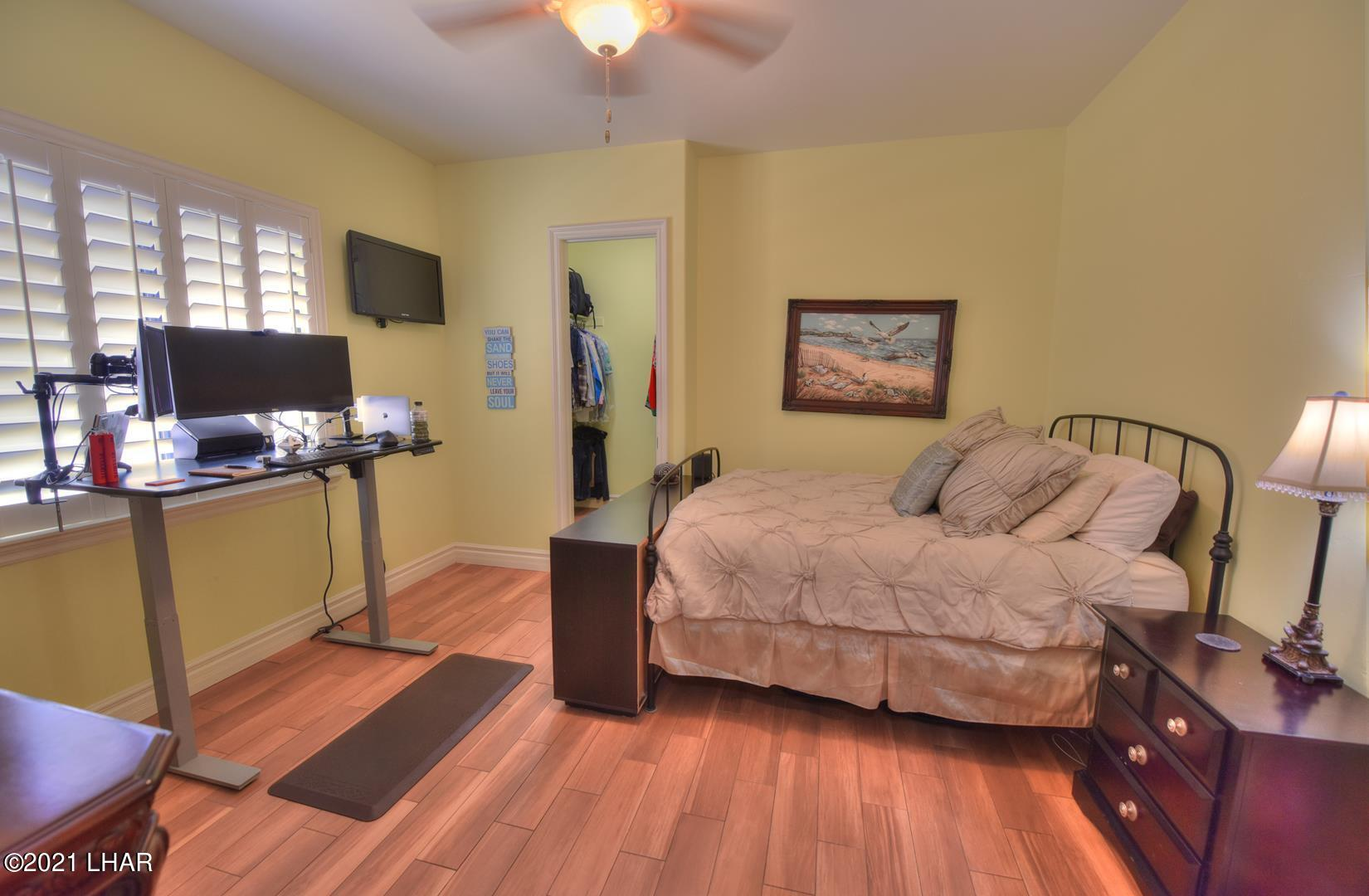 Listing photo id 21 for 8930 Riverside