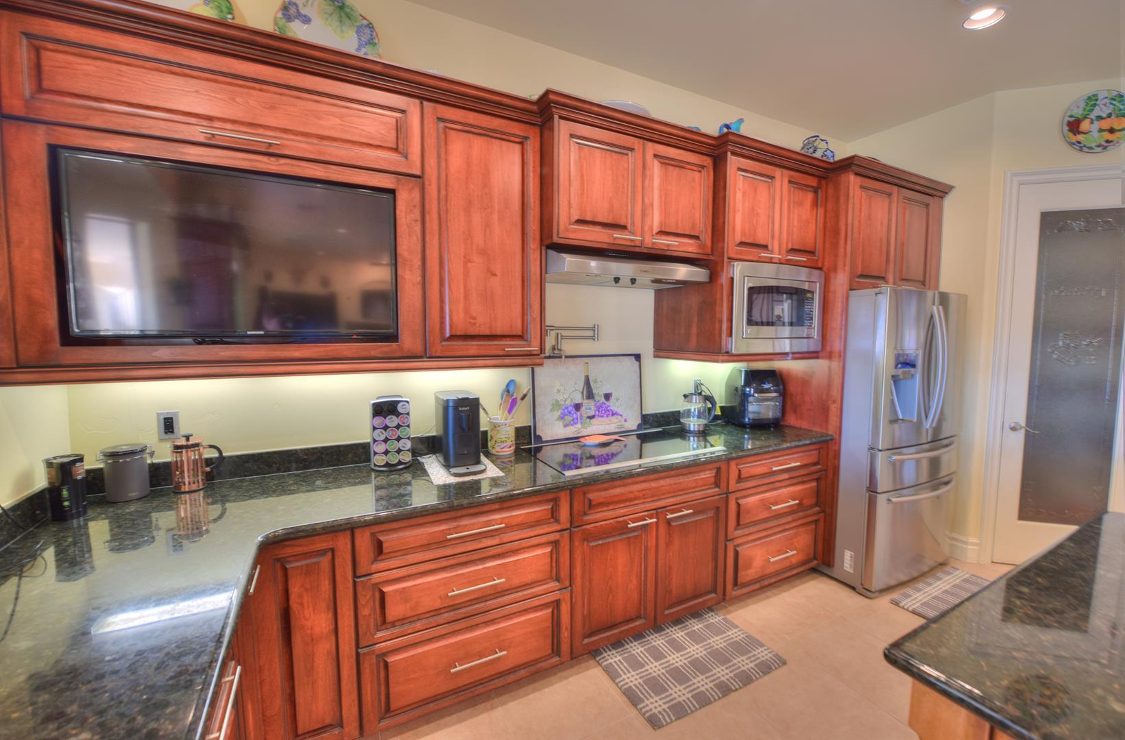 Listing photo id 17 for 8930 Riverside