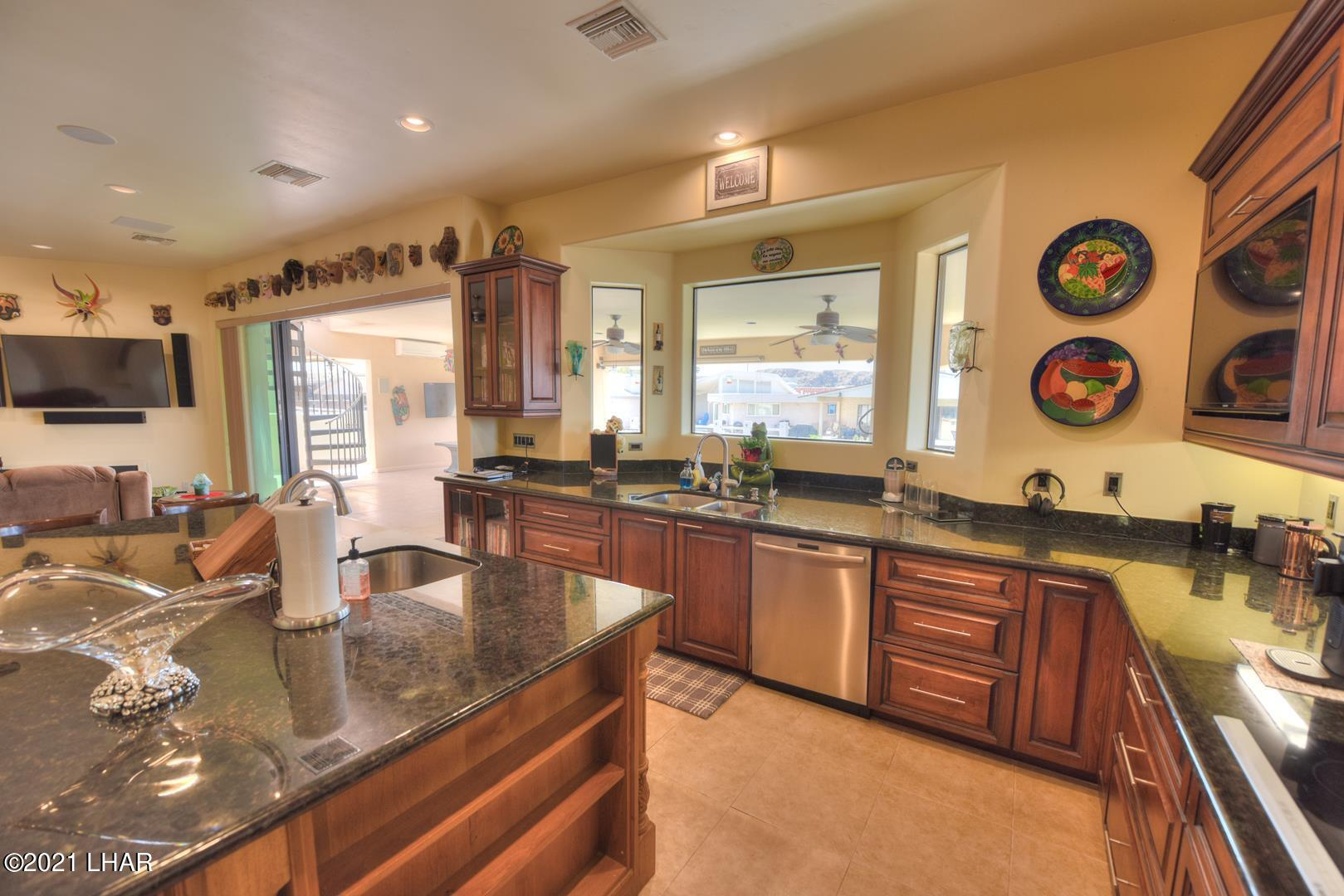 Listing photo id 15 for 8930 Riverside