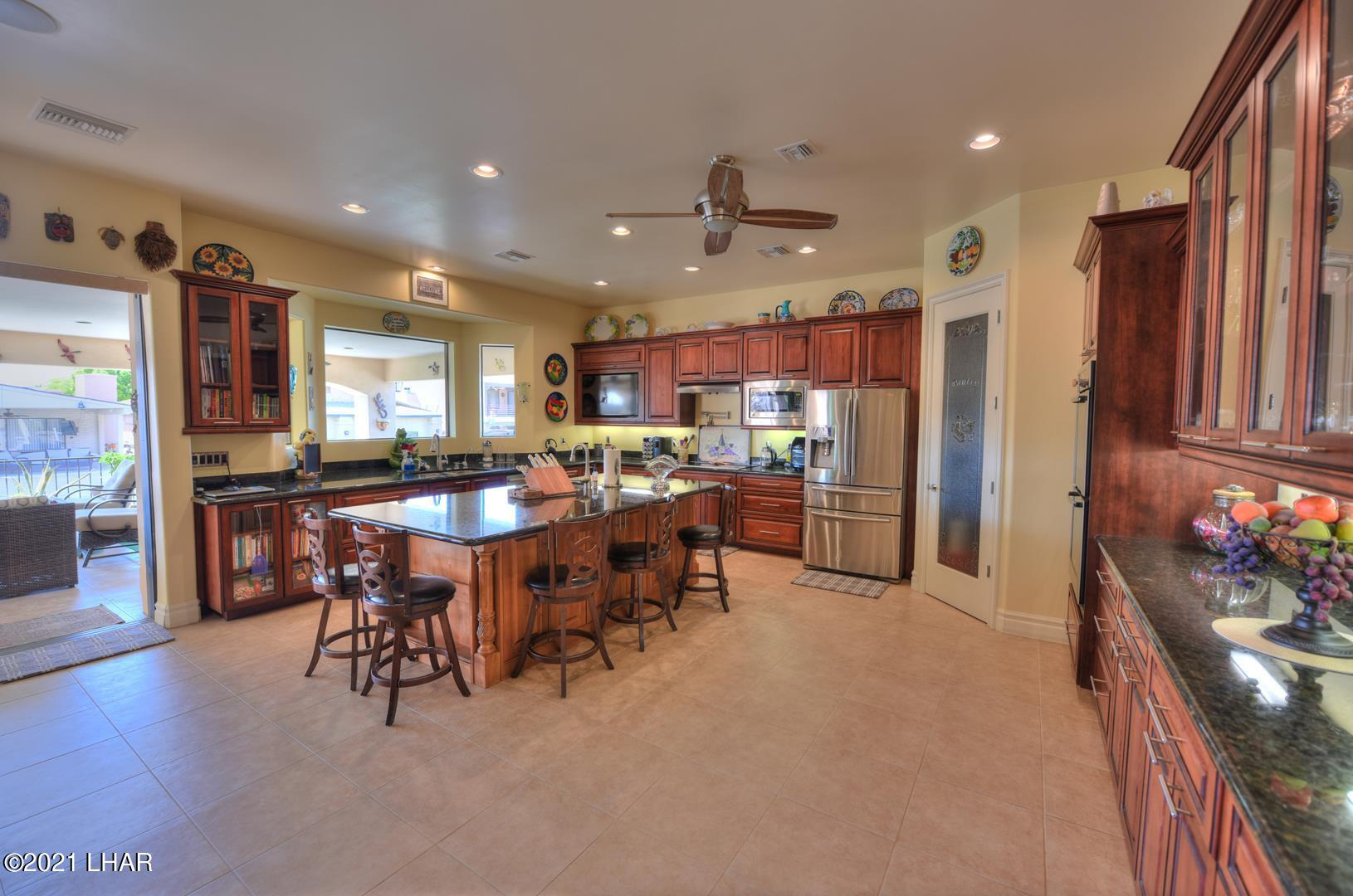 Listing photo id 11 for 8930 Riverside