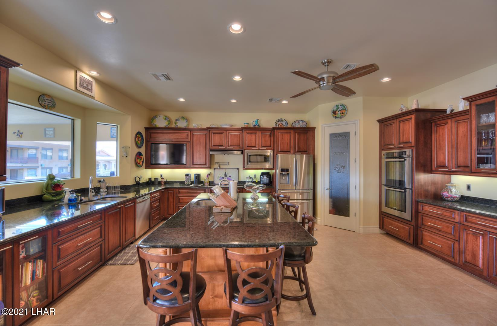 Listing photo id 13 for 8930 Riverside