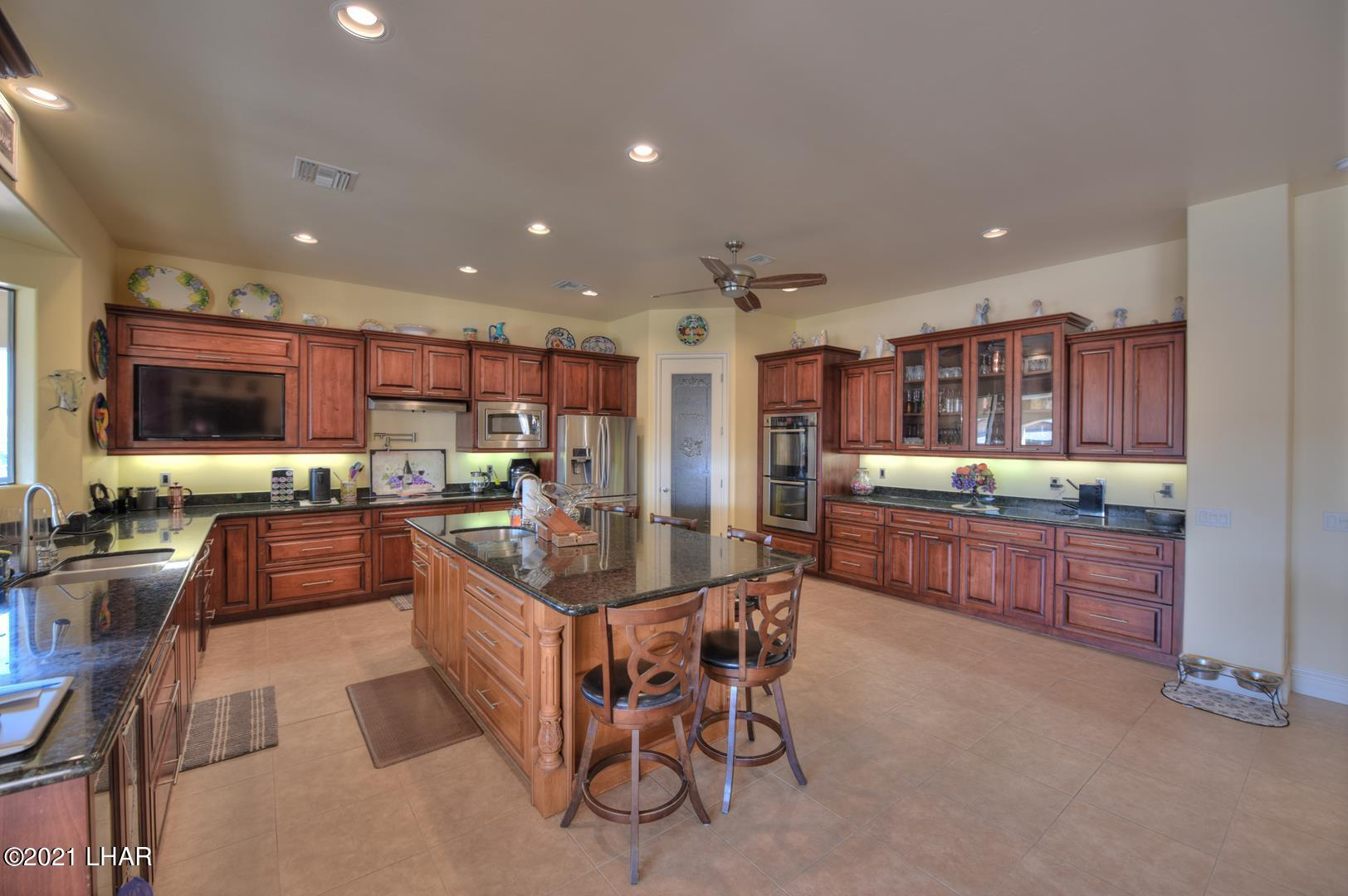 Listing photo id 12 for 8930 Riverside
