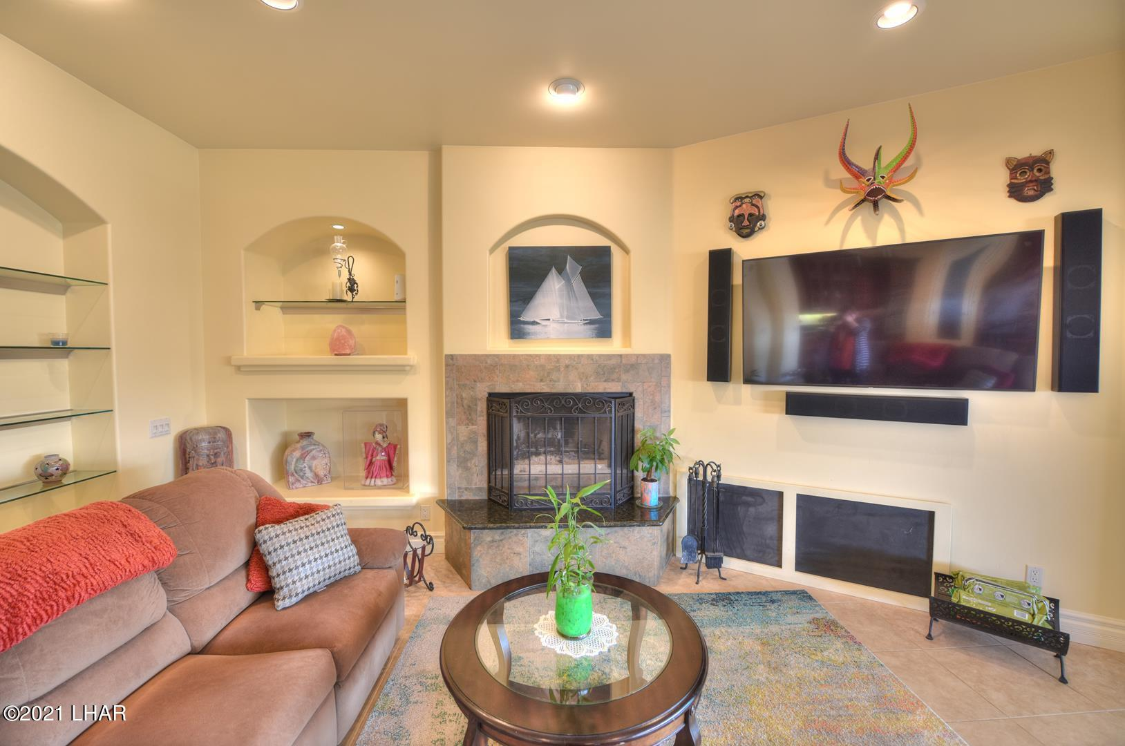 Listing photo id 18 for 8930 Riverside