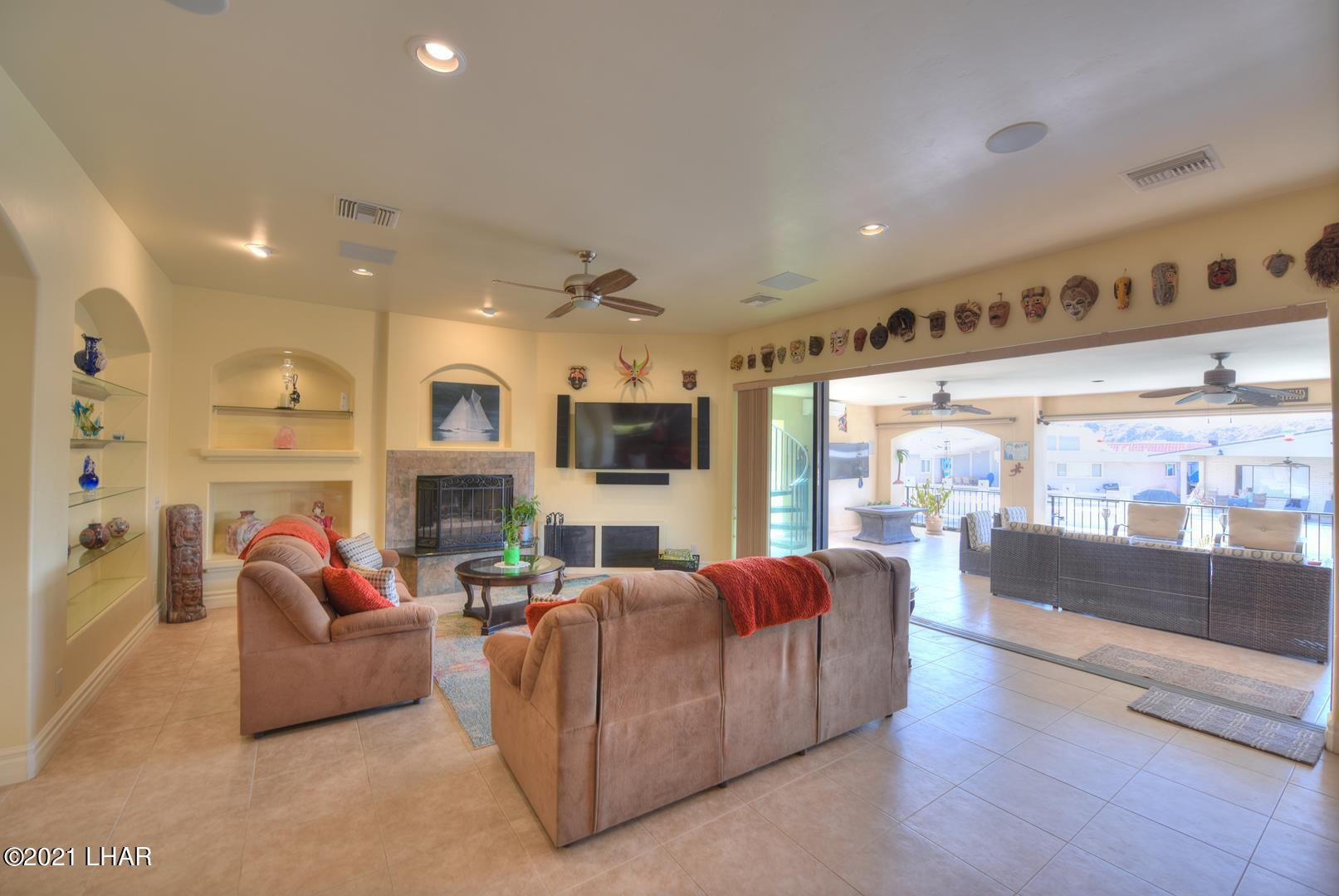 Listing photo id 9 for 8930 Riverside