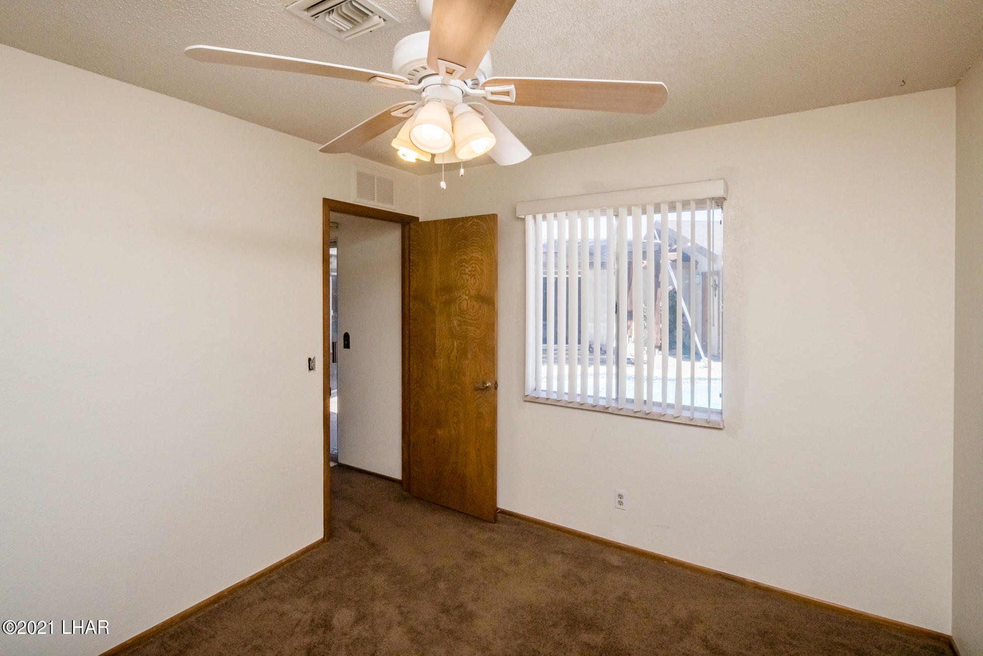 Listing photo id 26 for 3450 Candlewood