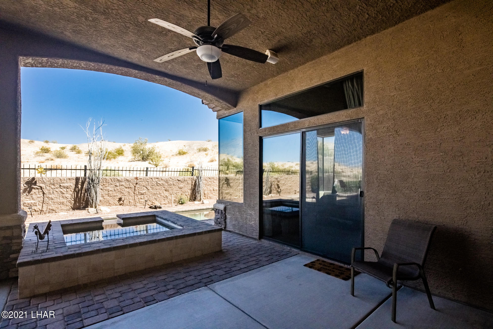 Listing photo id 38 for 1845 Troon