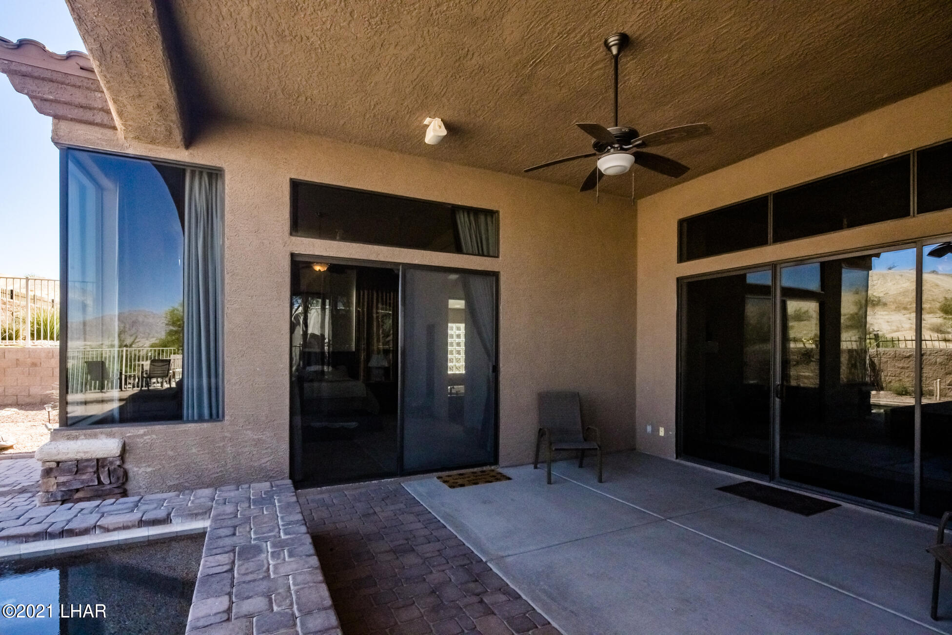 Listing photo id 39 for 1845 Troon