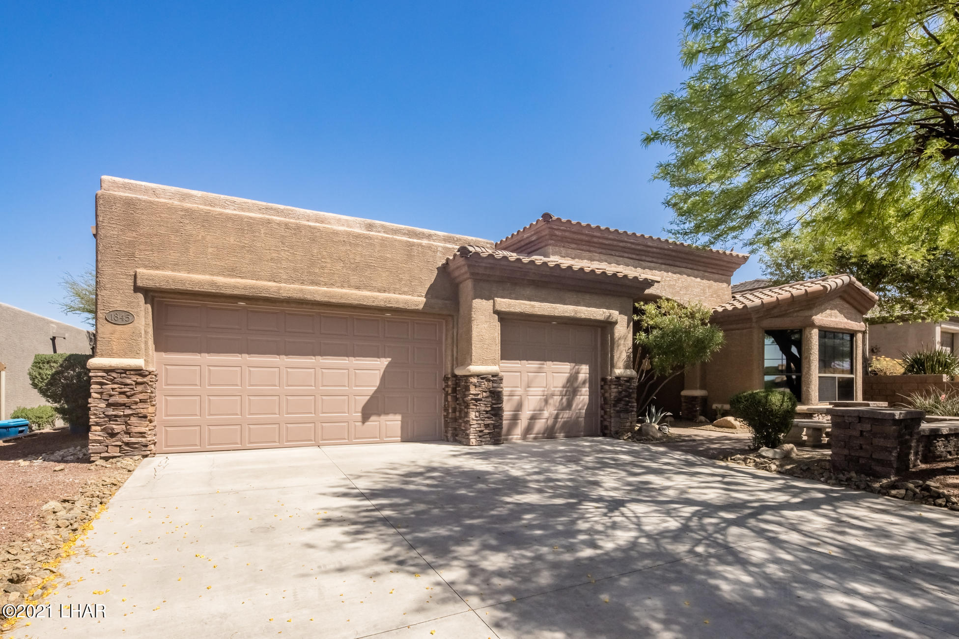 Listing photo id 2 for 1845 Troon