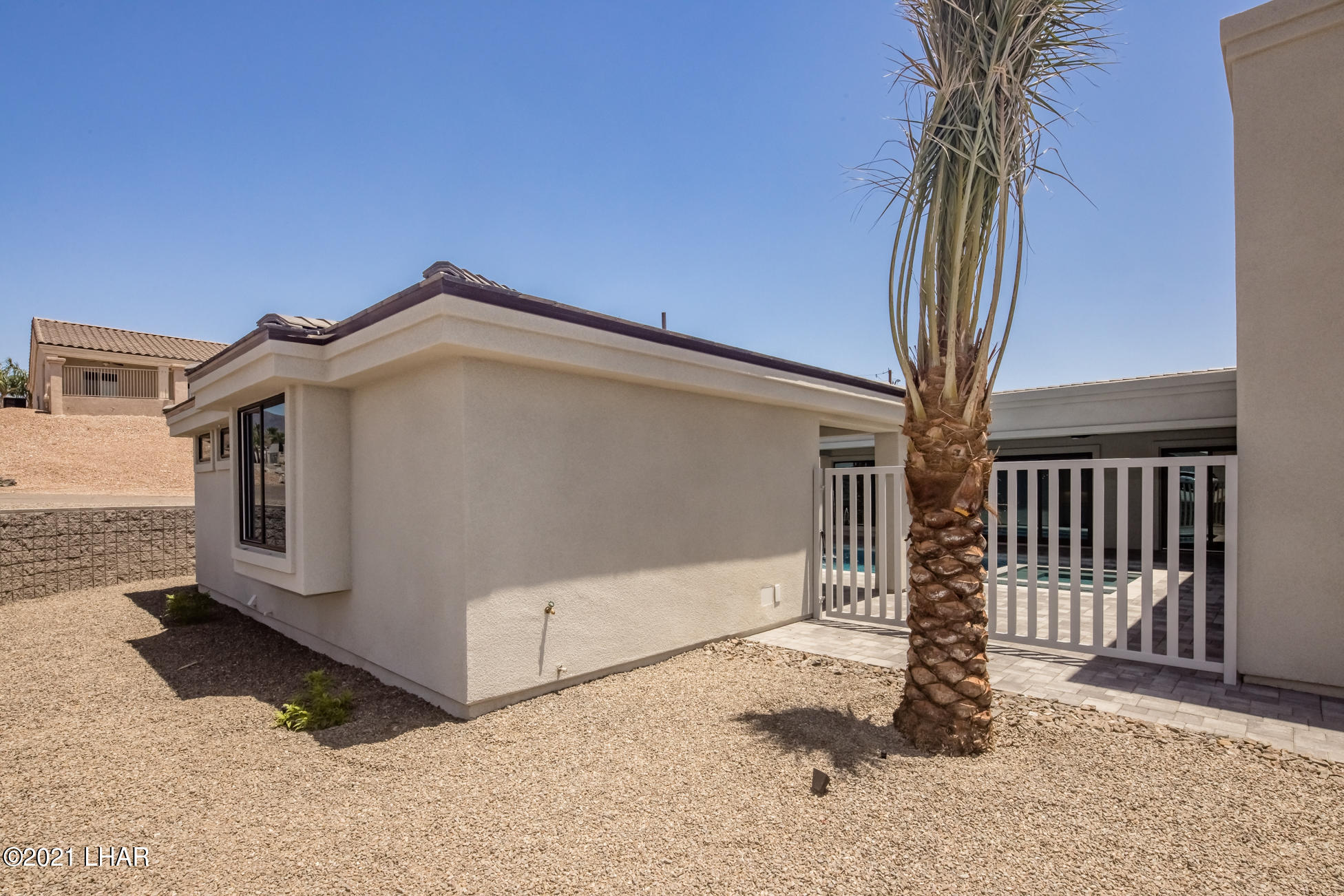Listing photo id 120 for 3865 Yucca