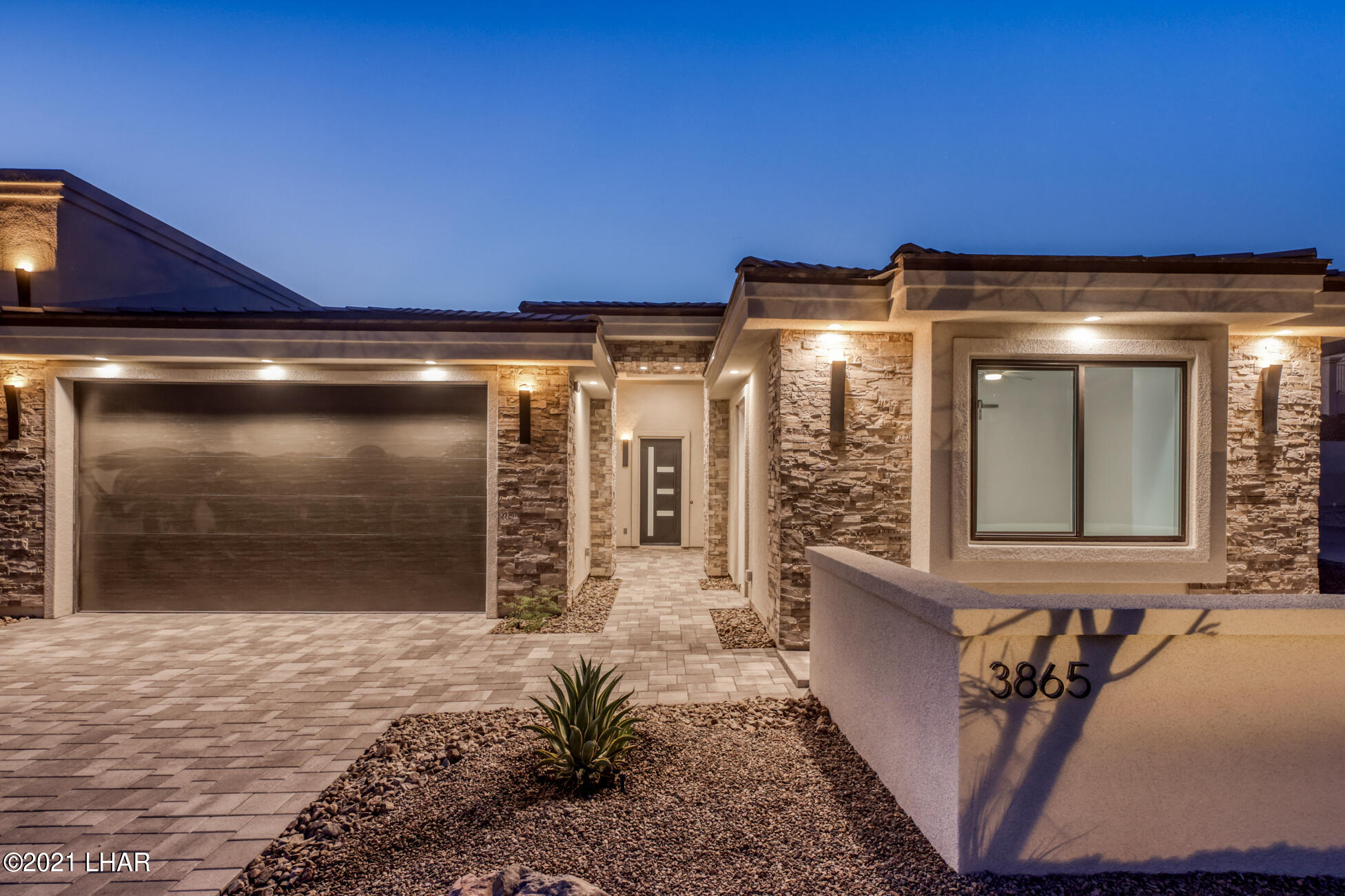 Listing photo id 9 for 3865 Yucca