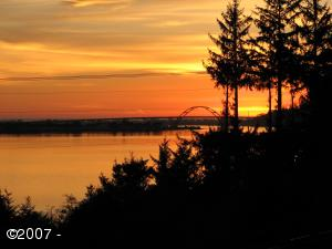 401 N BAYVIEW CT, Waldport, OR 97394-9584