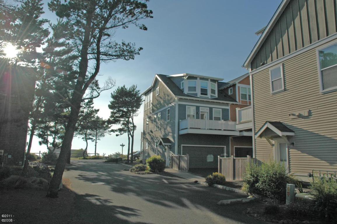 371 Kinnikinnick Way, Depoe Bay, OR 97341 - Bella Beach Oceanview Townhome