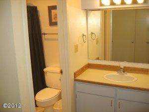 224-5 Inn At Otter Crest, Otter Rock, OR 97369 - Full Bath Main Floor