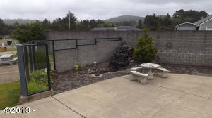 6225 N. Coast Hwy., Lot 239, Newport, OR 97365 - Lot 239 Patio & water feature