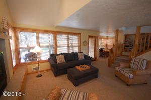 5700 Barefoot Ln SHARE F, Pacific City, OR 97135 - Living room