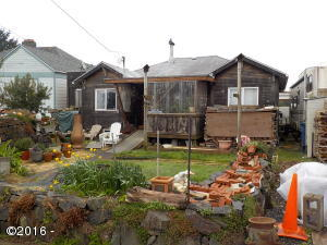 250 SW Coast Ave, Depoe Bay, OR 97341 - Front of Cabin