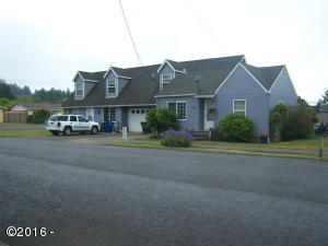 624/628 NE 8th St,, Newport, OR 97365 - front