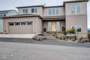 811 SW 12th St, Newport, OR 97365