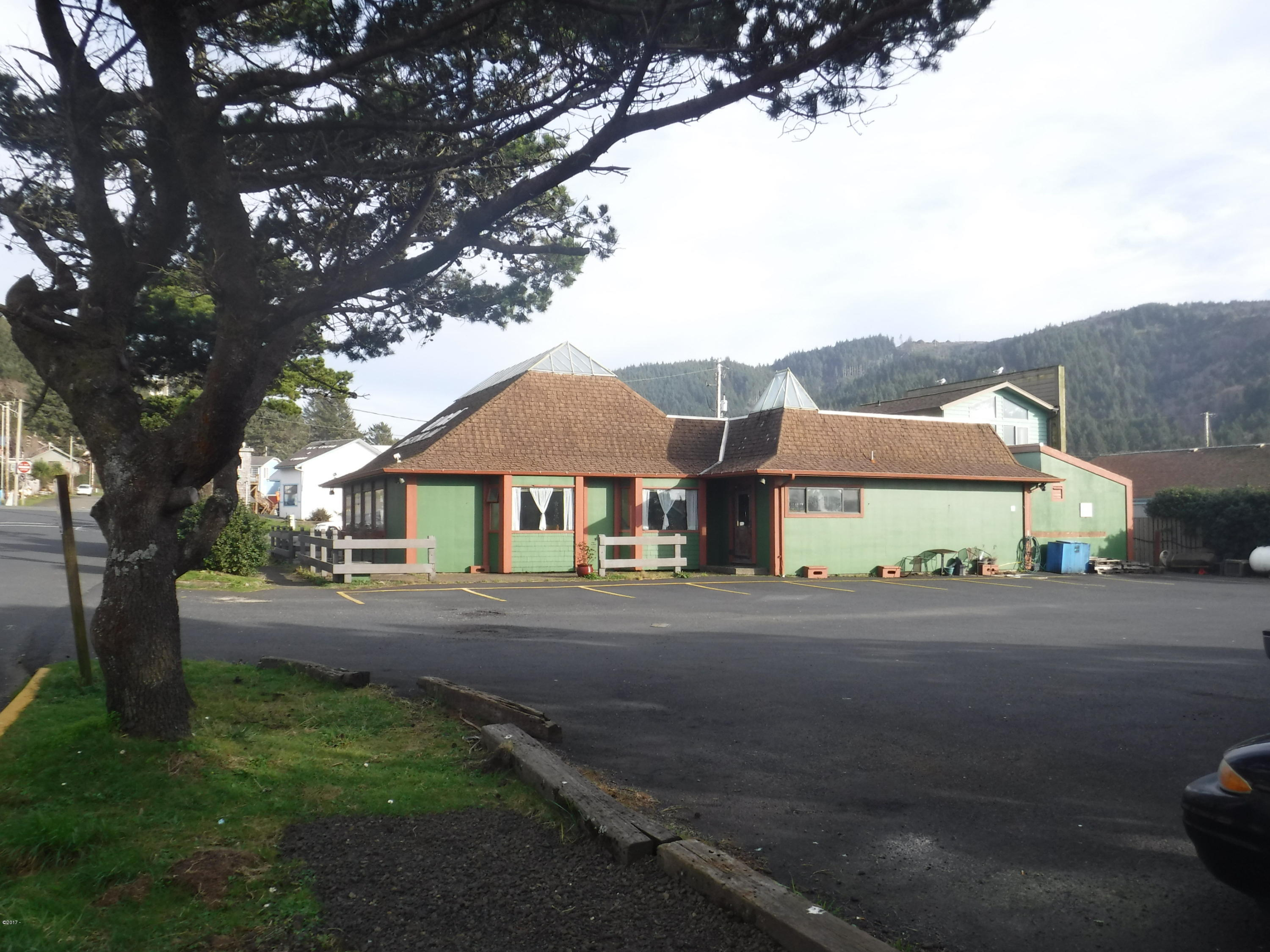 160 W 2nd St, Yachats, OR 97498 - COMMERCIAL BLDG