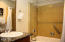 4009 Sw Hwy 101, 325, Lincoln City, OR 97367 - Full Bathroom