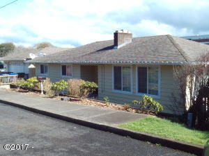 113 SW Cottage St, Newport, OR 97365 - Front